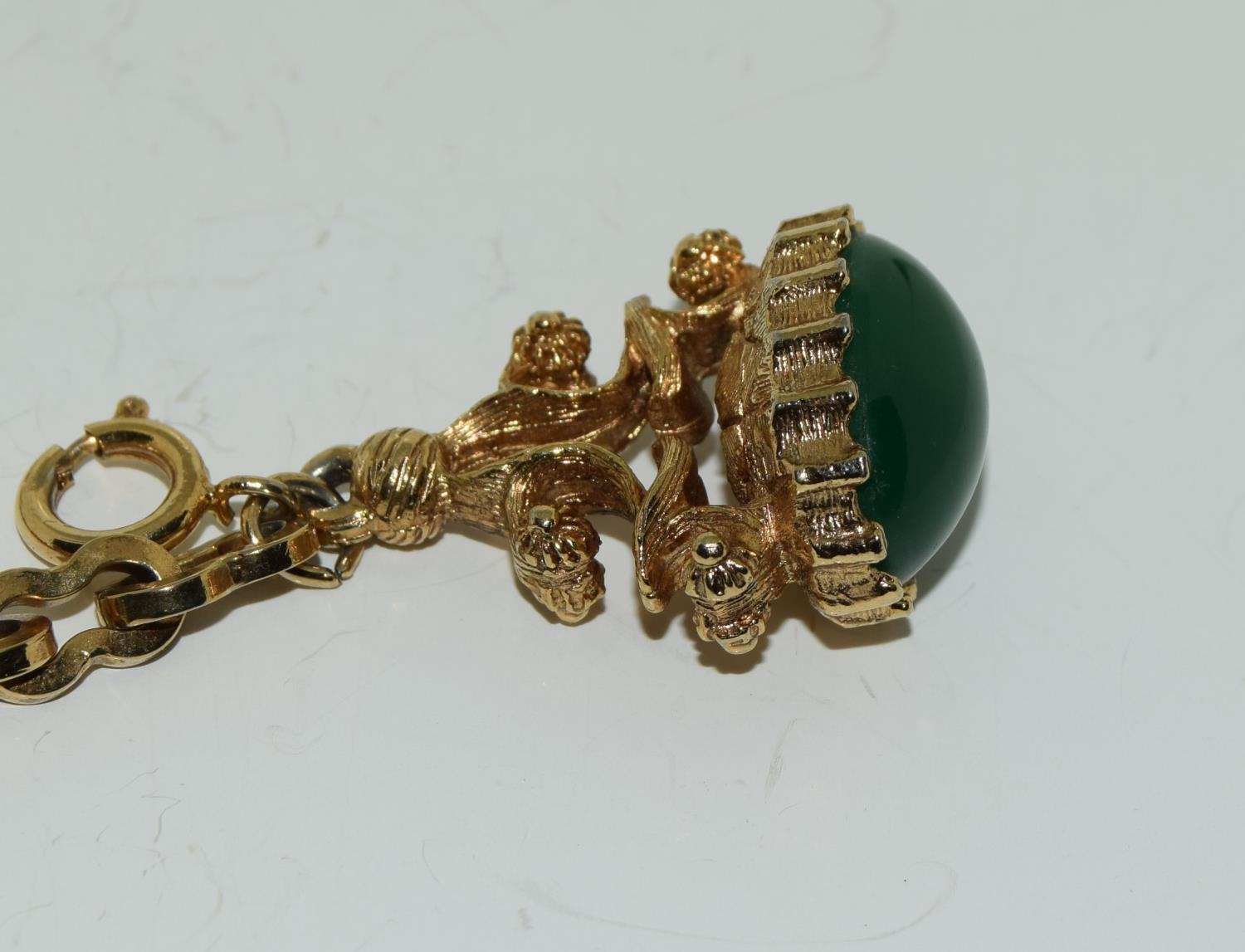 Gilded watch chain and fob set with a cabochon jade stone - Image 2 of 6