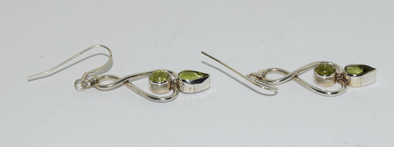 Beautiful large peridot 925 silver drop earrings. - Image 2 of 3