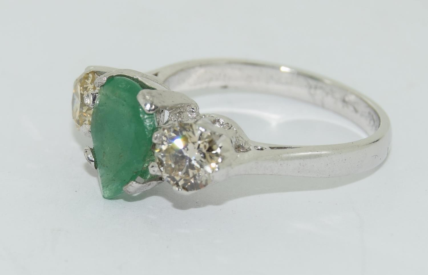 18ct white gold pear shape emerald and diamond ring of approx 1.2ct size L - Image 4 of 5