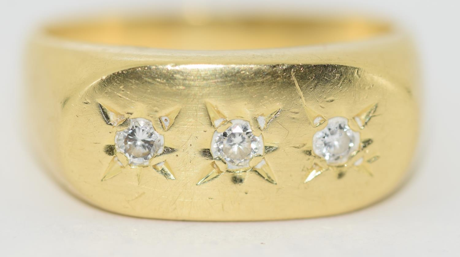 18ct gold Gypsy 3 stone diamond ring size S - Image 5 of 5