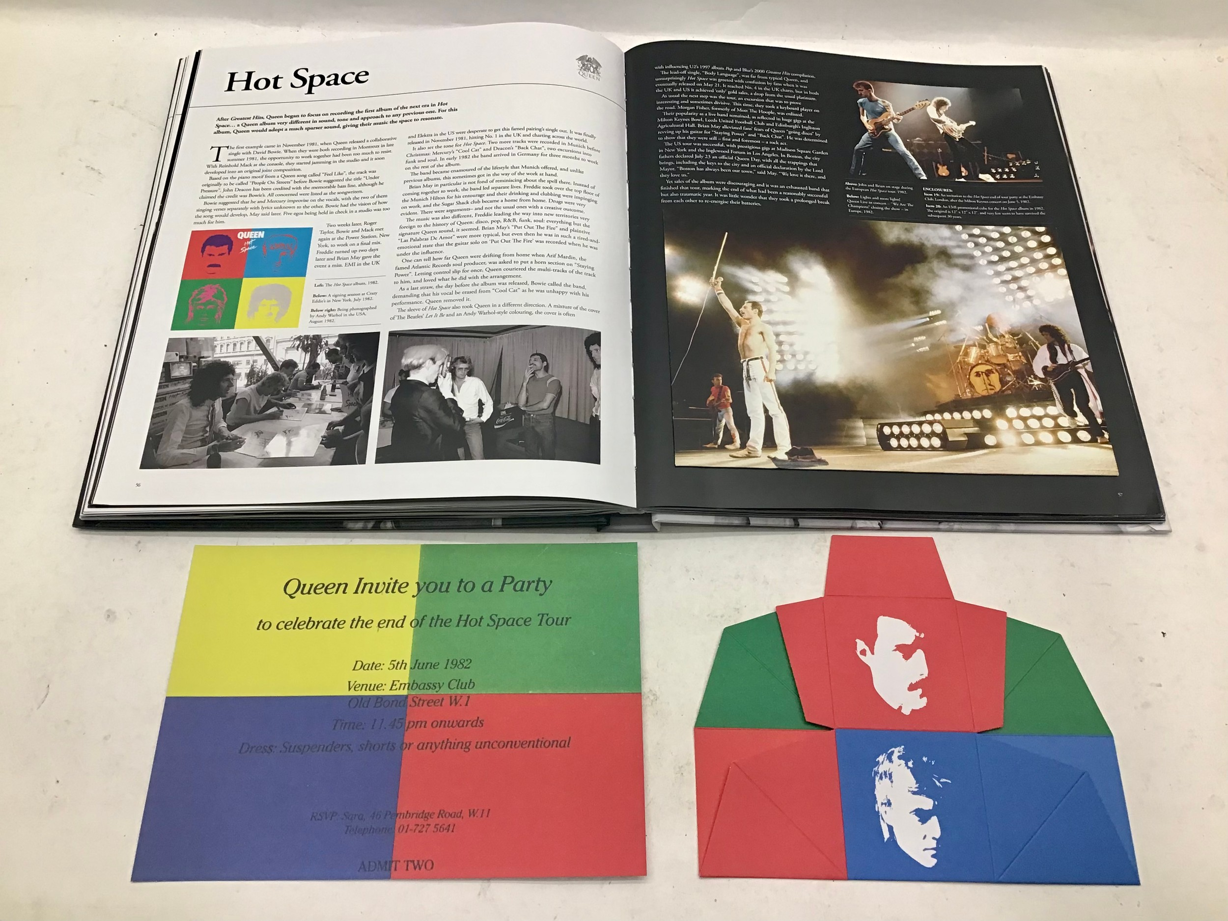 40 YEARS OF QUEEN. The book showcases the band, its members, recordings and concerts through - Image 5 of 6