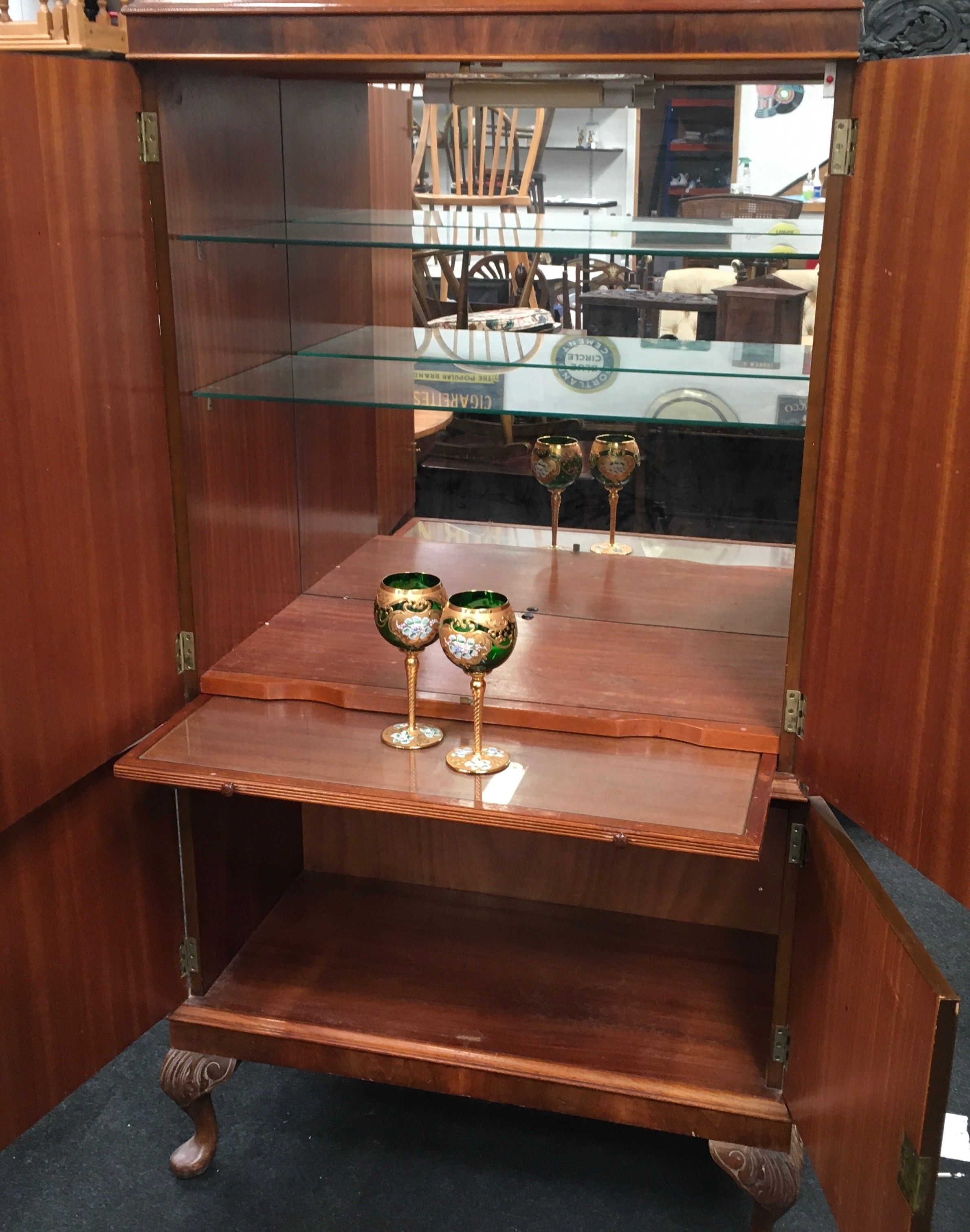 Mahogany alcohol/bar display unit on cabriole legs fitted with two sections includes key together - Image 3 of 4