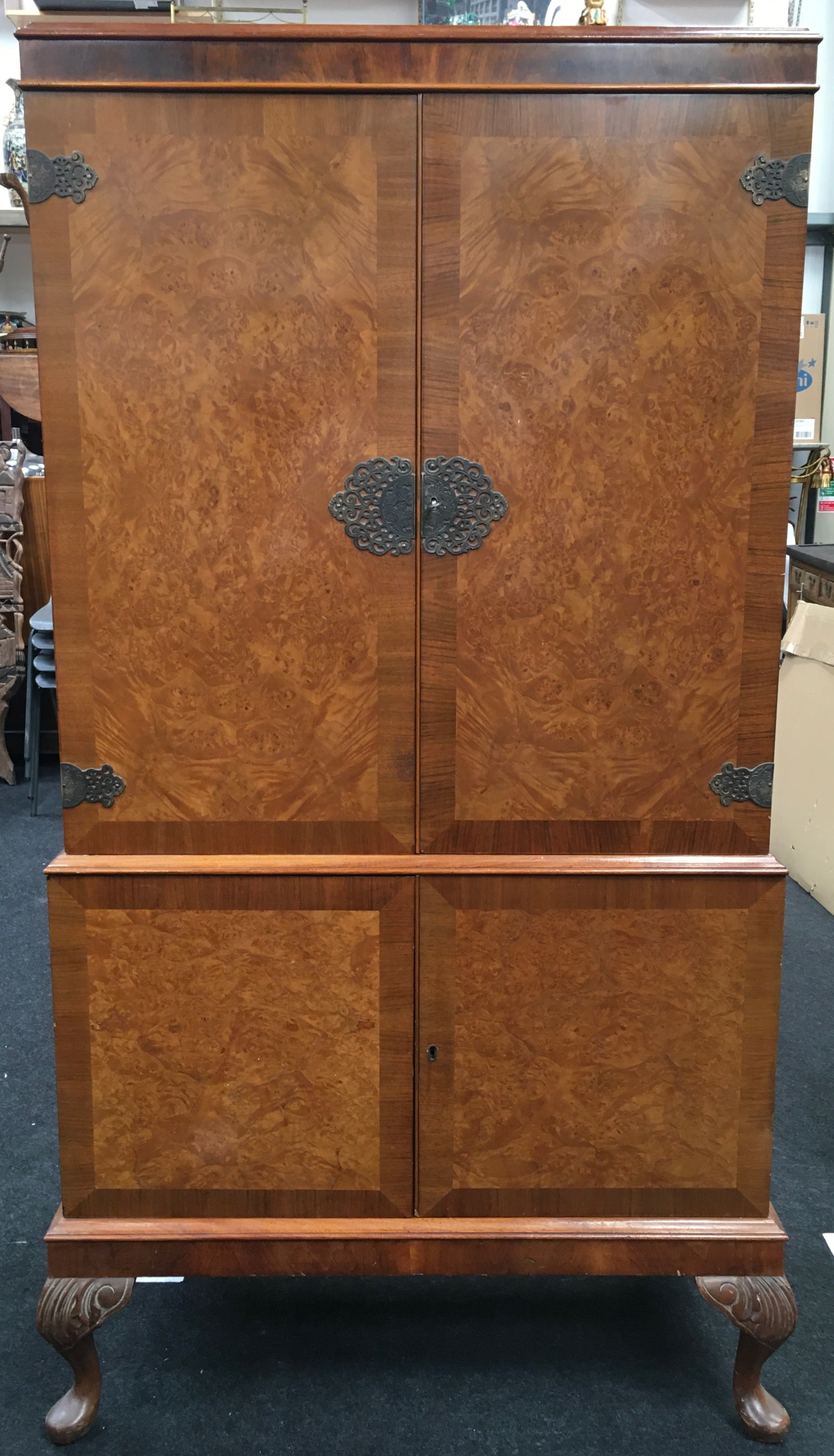 Mahogany alcohol/bar display unit on cabriole legs fitted with two sections includes key together