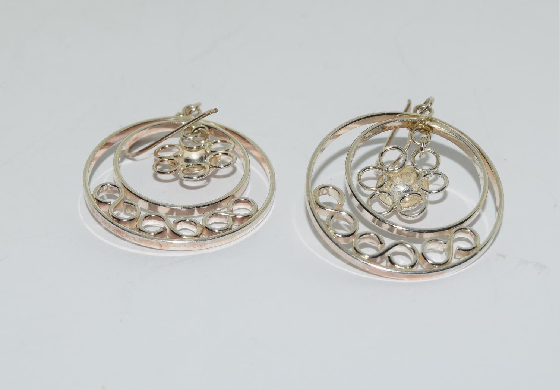 Ornate 925 silver daisy hoop earrings. - Image 3 of 3