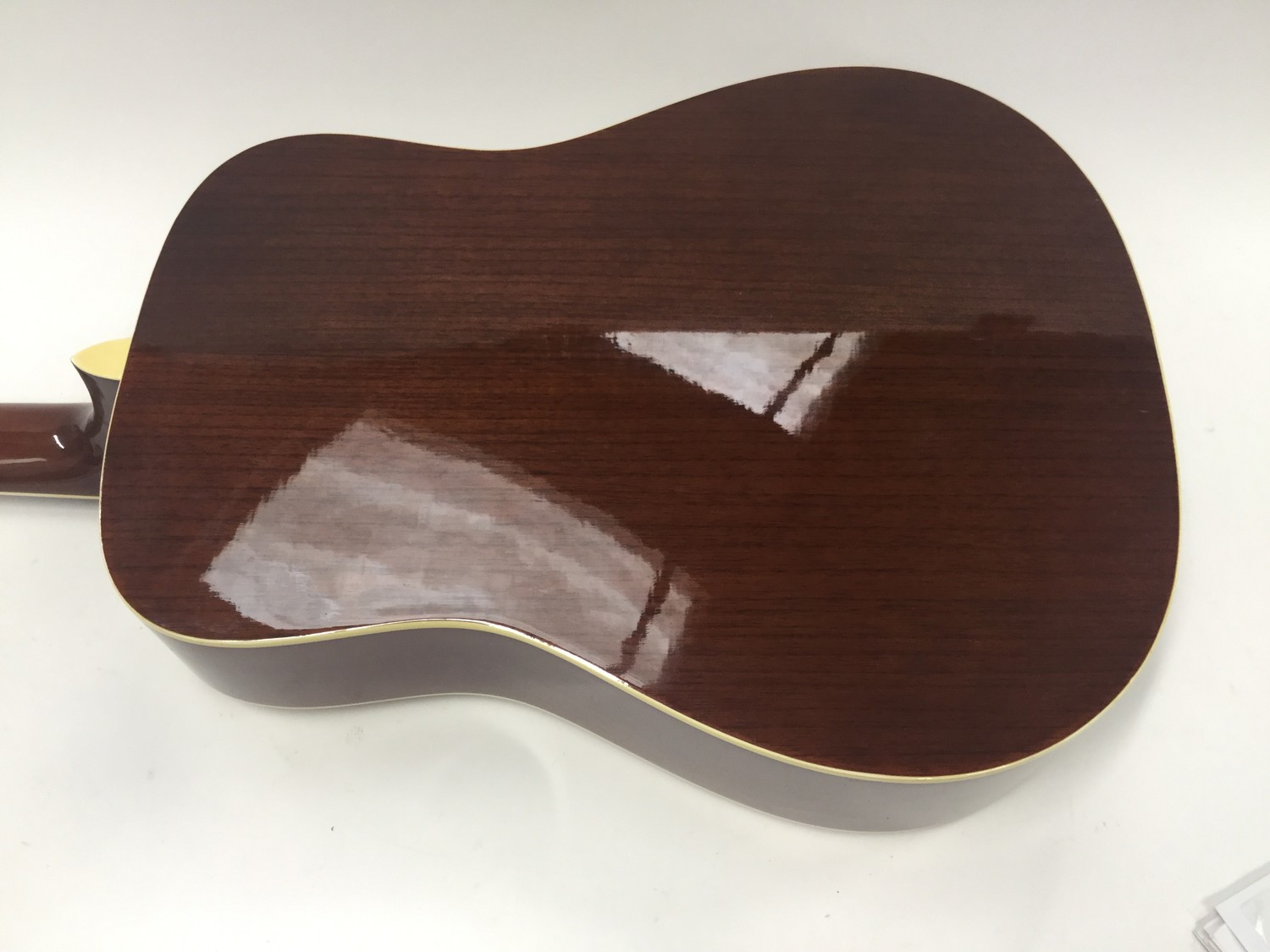 VINTAGE V400-12 ACOUSTIC GUITAR. An excelent chance to obtain this very good condition Vintage 12 - Image 5 of 5