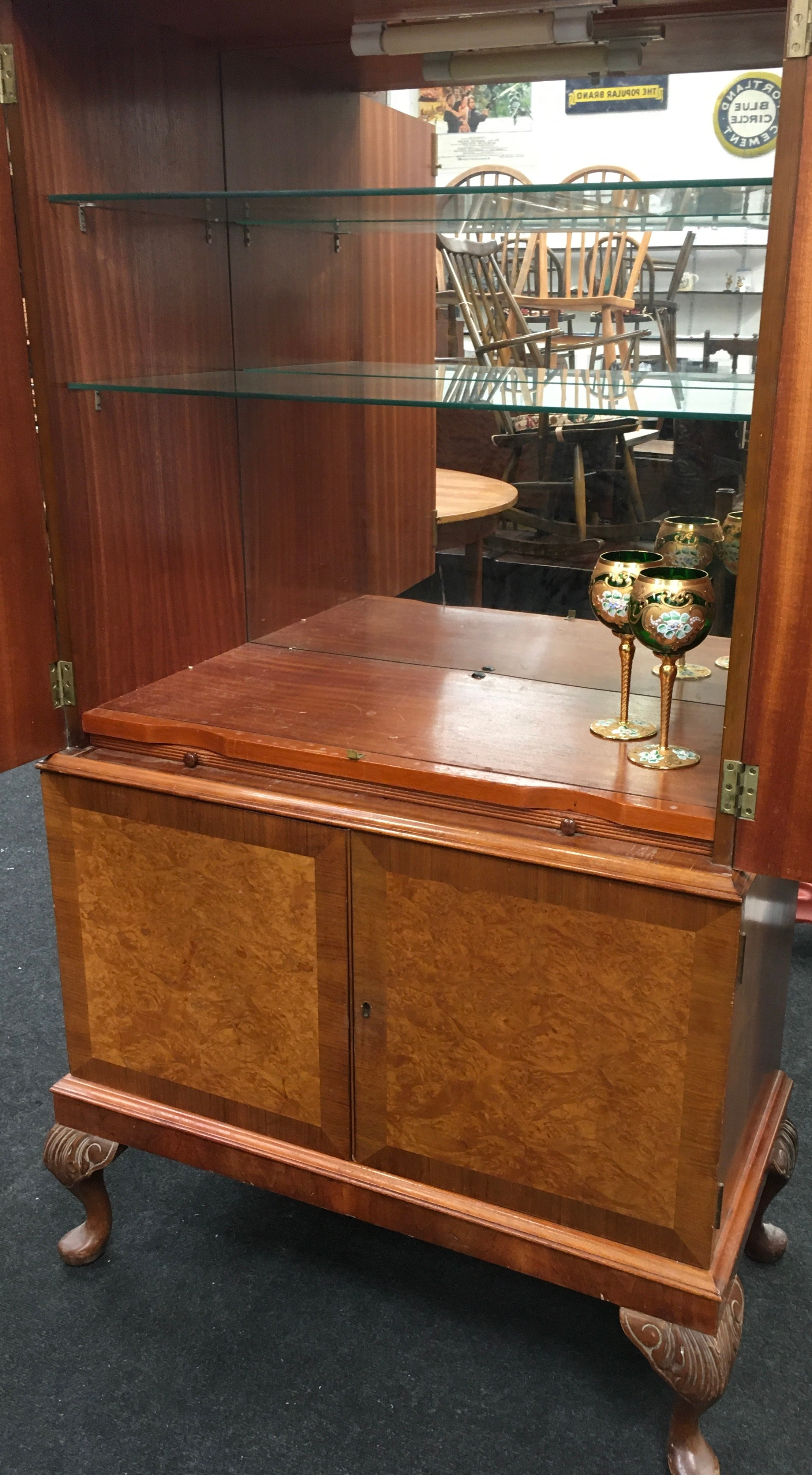 Mahogany alcohol/bar display unit on cabriole legs fitted with two sections includes key together - Image 4 of 4