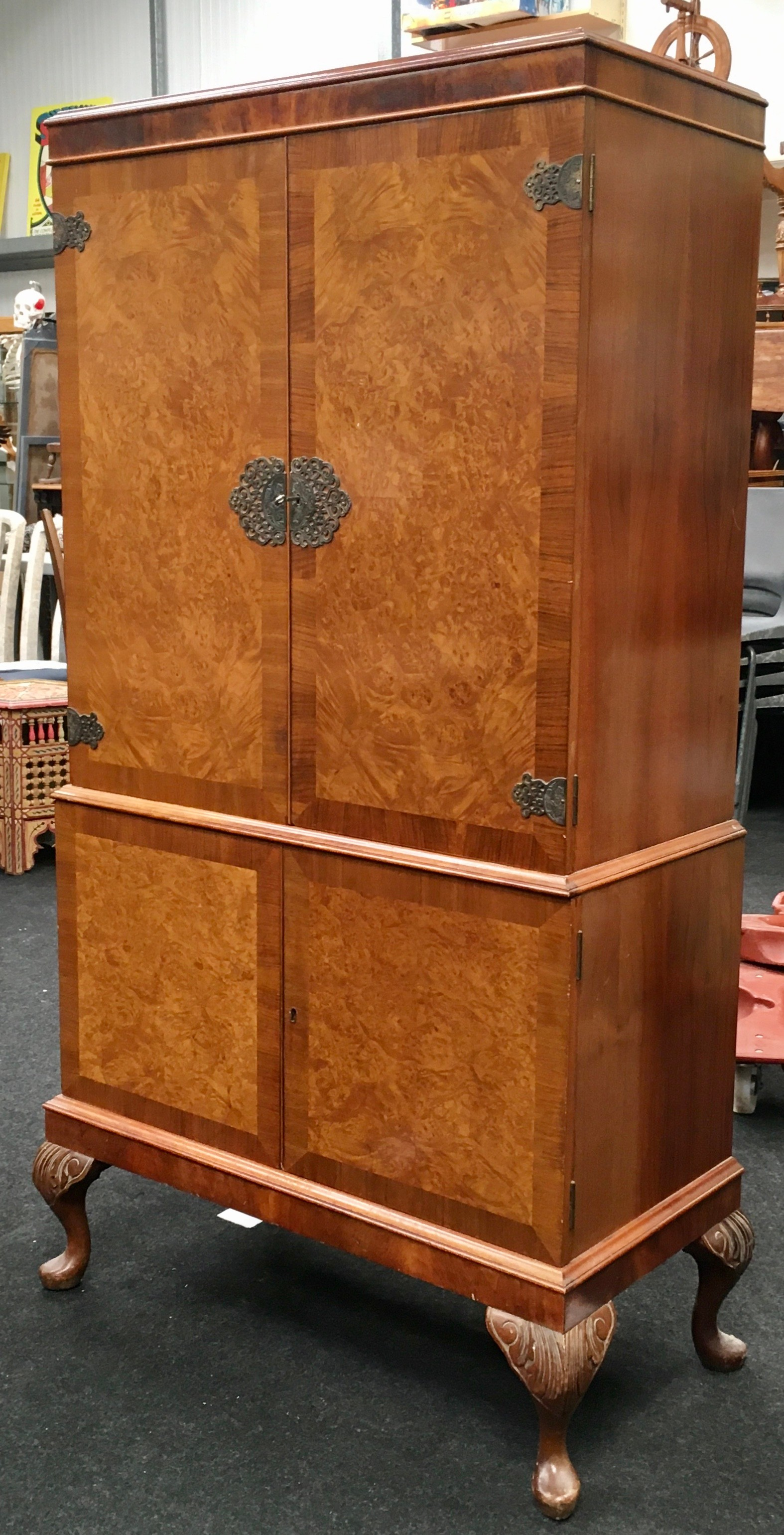 Mahogany alcohol/bar display unit on cabriole legs fitted with two sections includes key together - Image 2 of 4