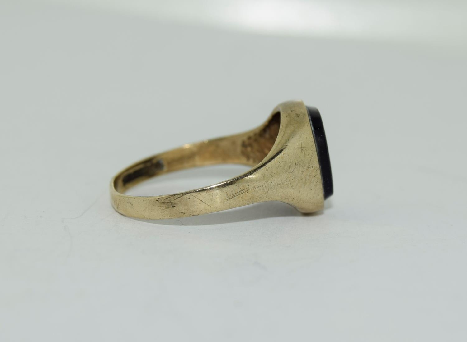 9ct gold gents sygnet ring set with unpolished amethyst centre stone size Q - Image 10 of 12