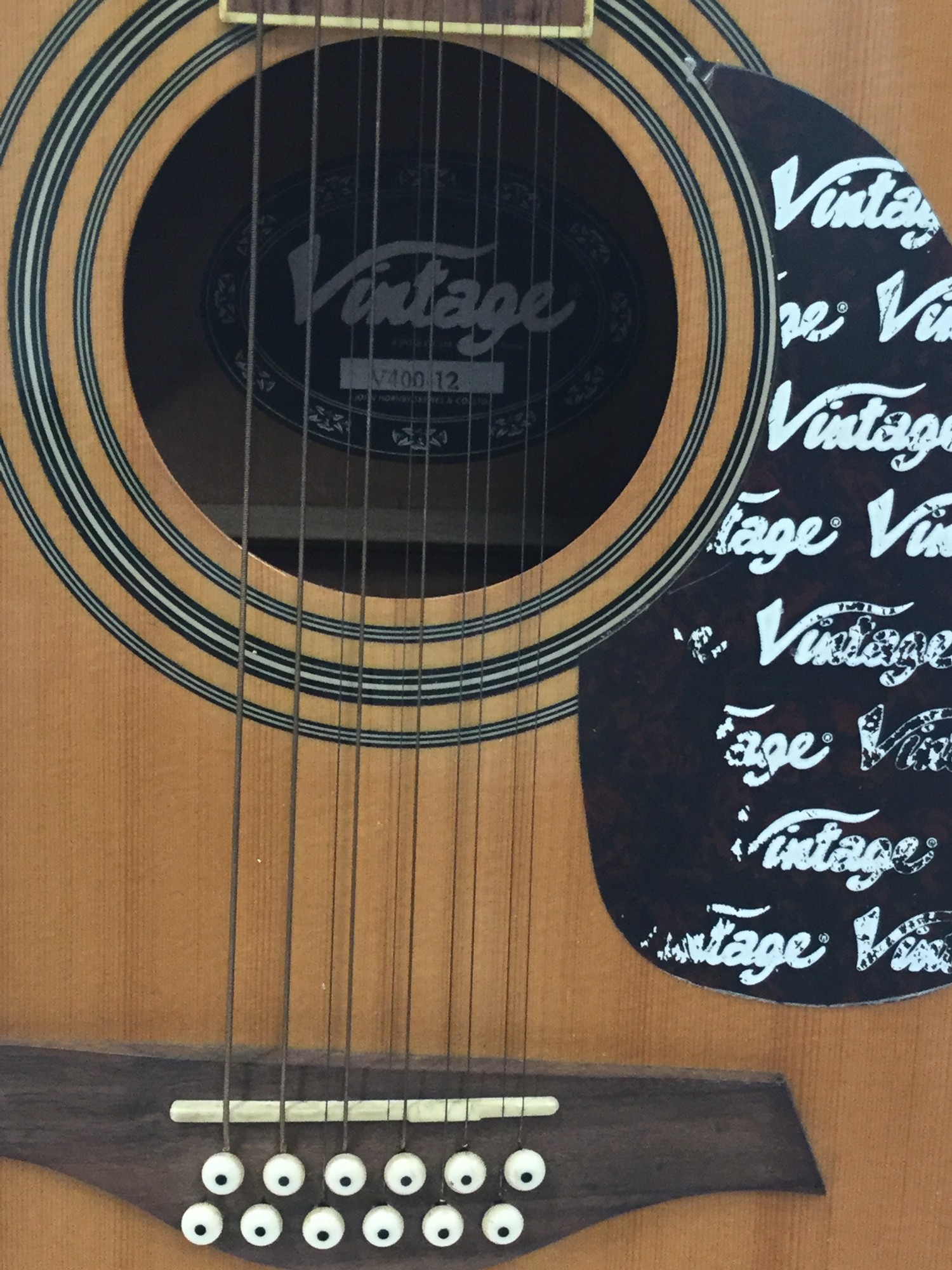 VINTAGE V400-12 ACOUSTIC GUITAR. An excelent chance to obtain this very good condition Vintage 12 - Image 2 of 5