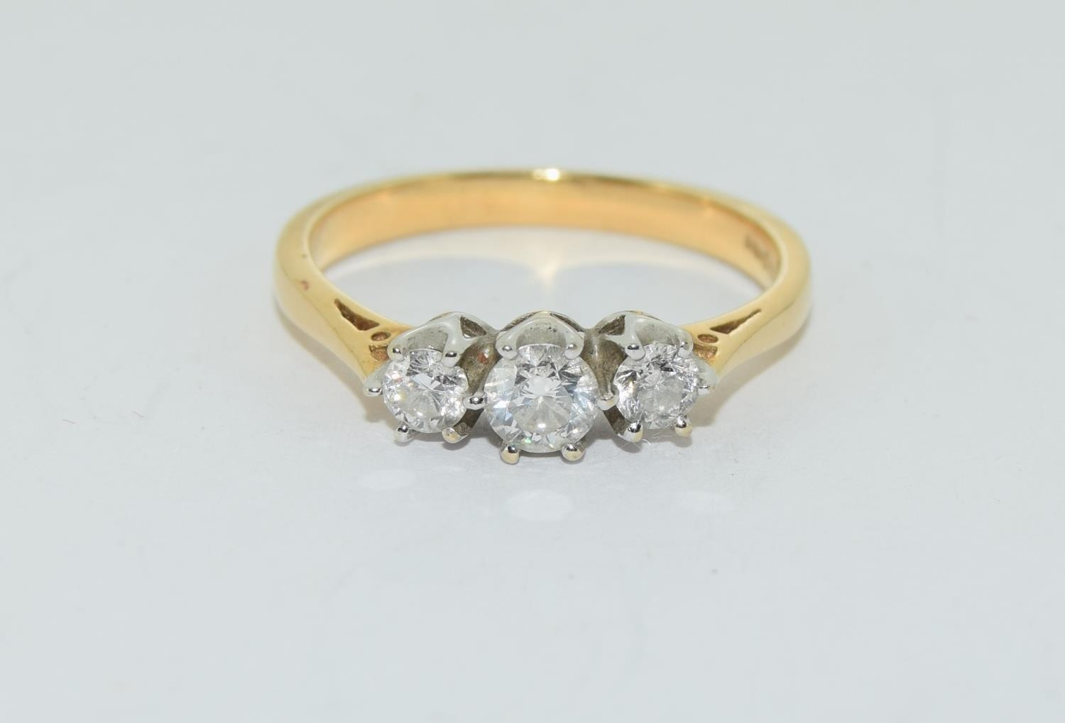 Diamond 3 stone aprox 0.50 points 18ct gold ring size O. - Image 5 of 5
