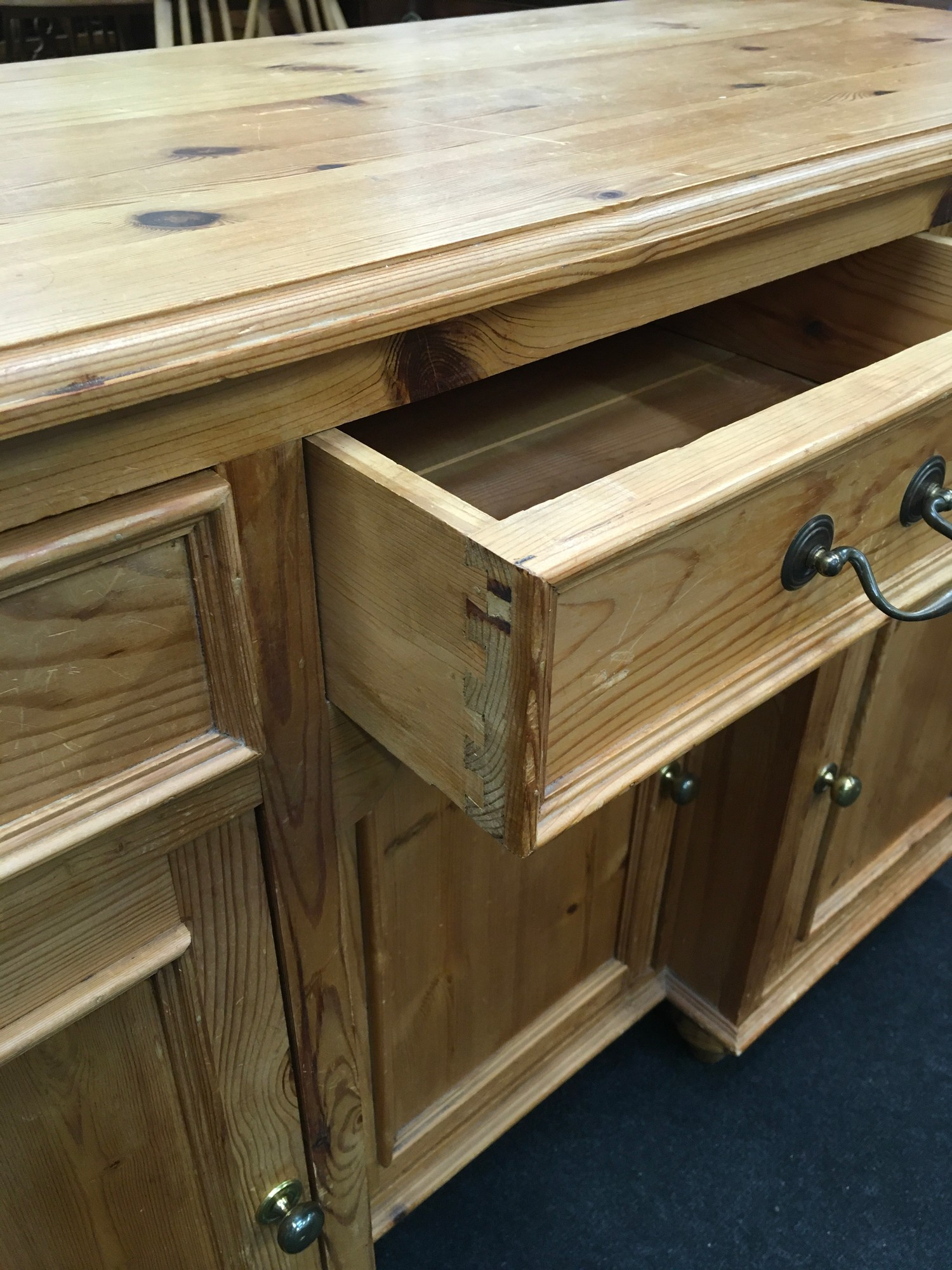 Pine 3 draw over 3 door side board with brass handles and turned feet 85x125x45cm - Image 3 of 5