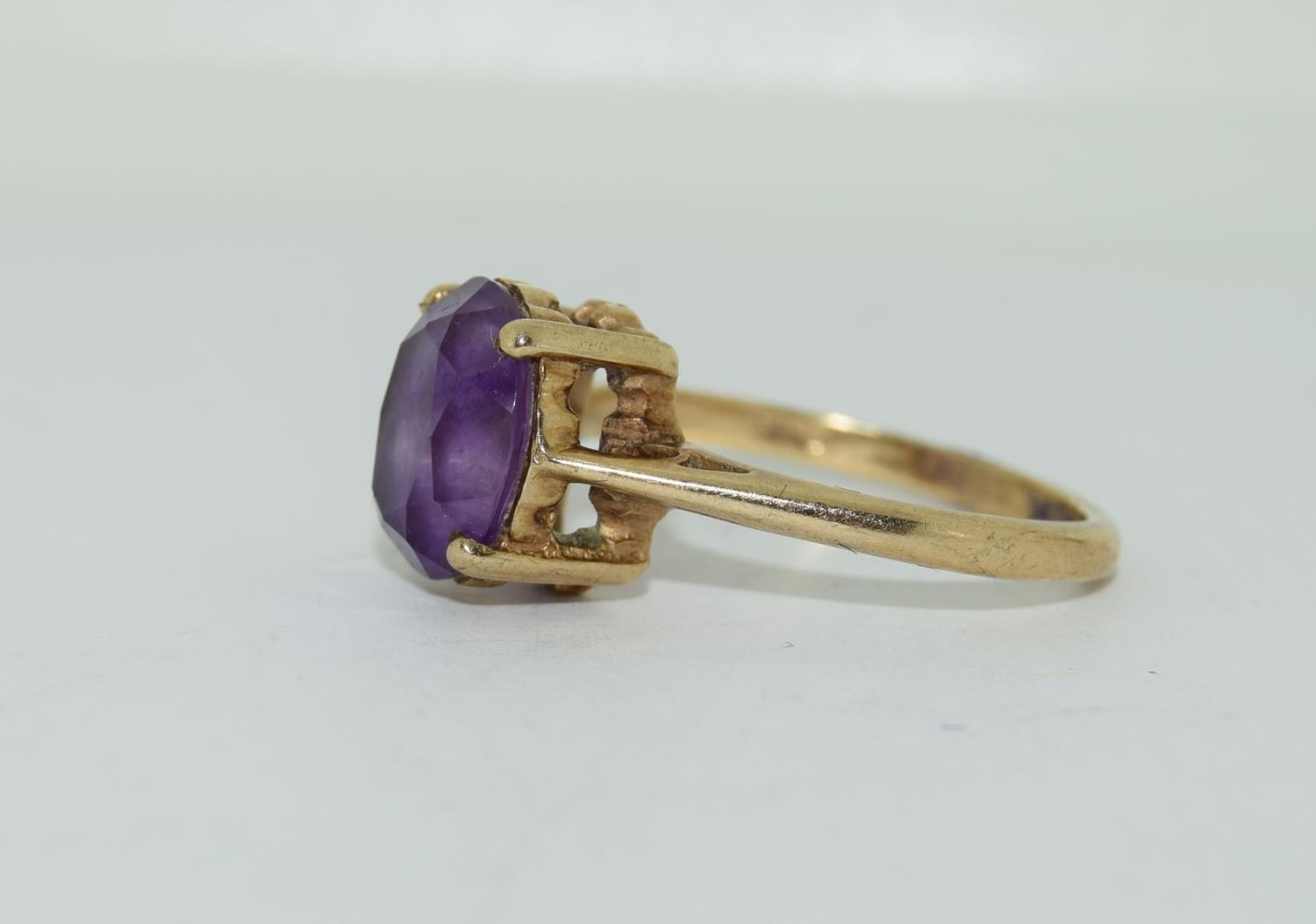 9ct gold ladies Amethyst ring size N - Image 8 of 12