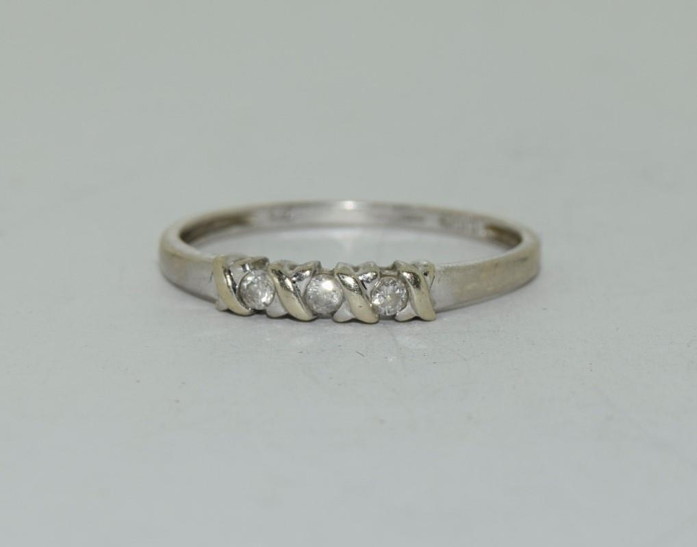 9ct white gold diamond 3 stone ring h/m for 0.1ct size Q
