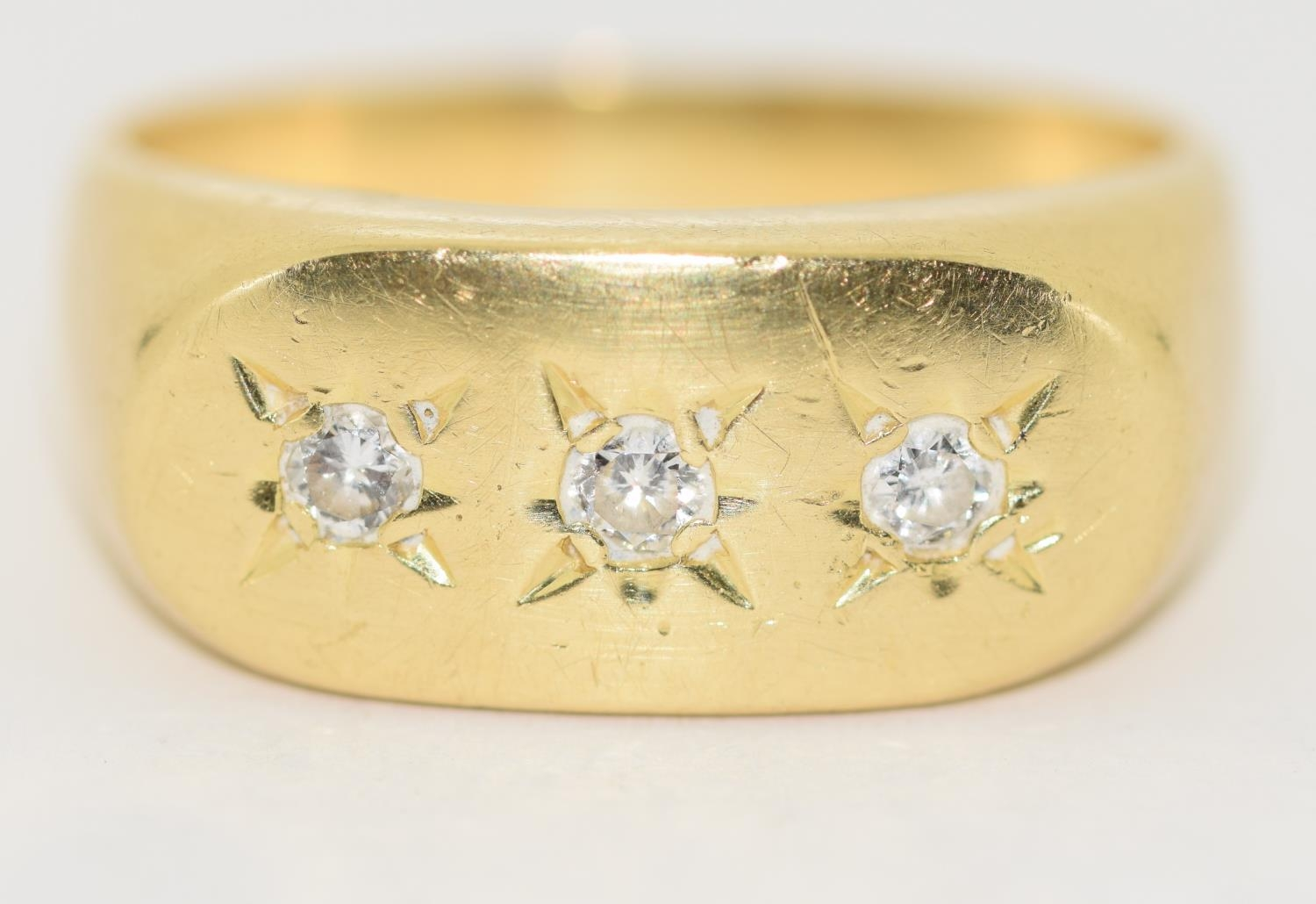 18ct gold Gypsy 3 stone diamond ring size S - Image 2 of 5