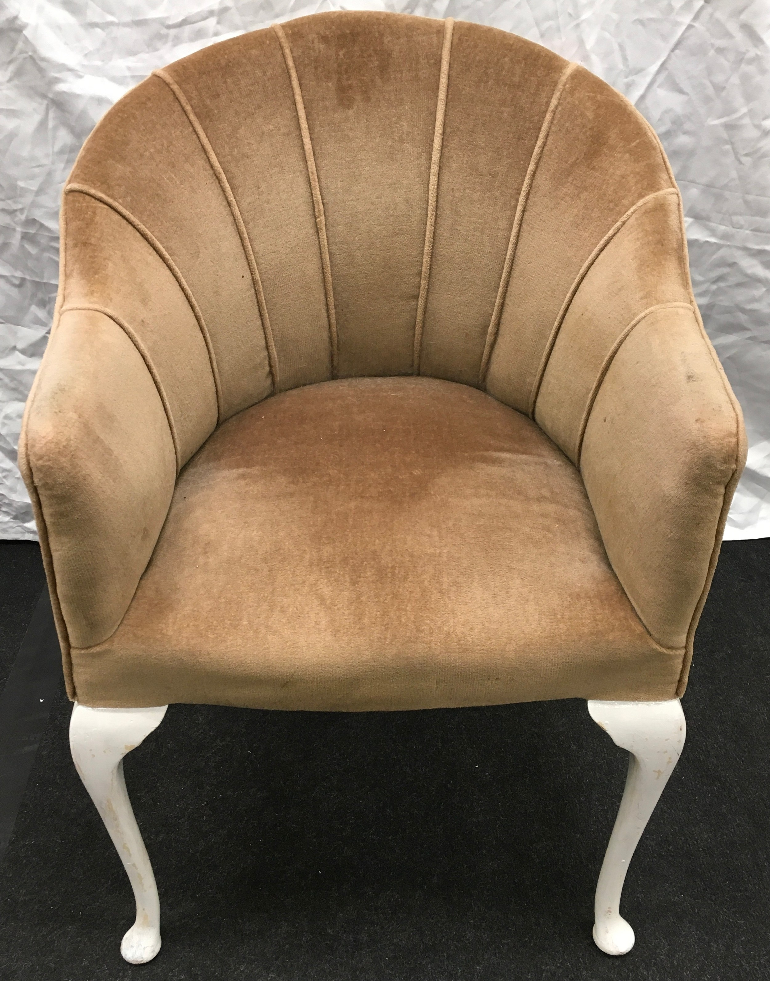 A club chair of white pained cabriole legs 57x85x50cm.