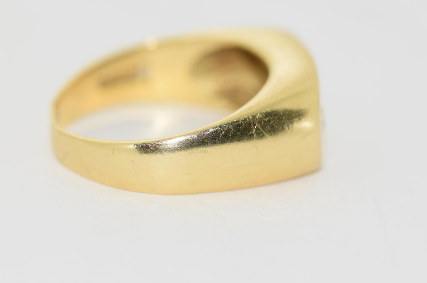 18ct gold Gypsy 3 stone diamond ring size S - Image 3 of 5