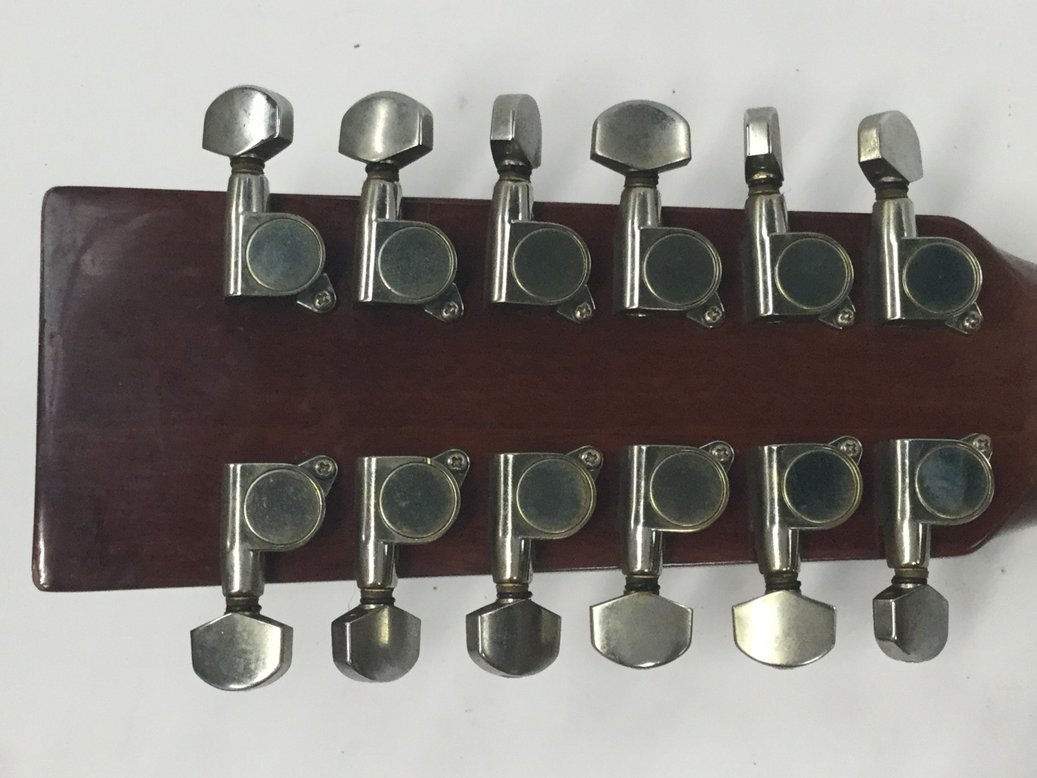 VINTAGE V400-12 ACOUSTIC GUITAR. An excelent chance to obtain this very good condition Vintage 12 - Image 4 of 5