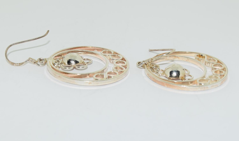 Ornate 925 silver daisy hoop earrings. - Image 2 of 3