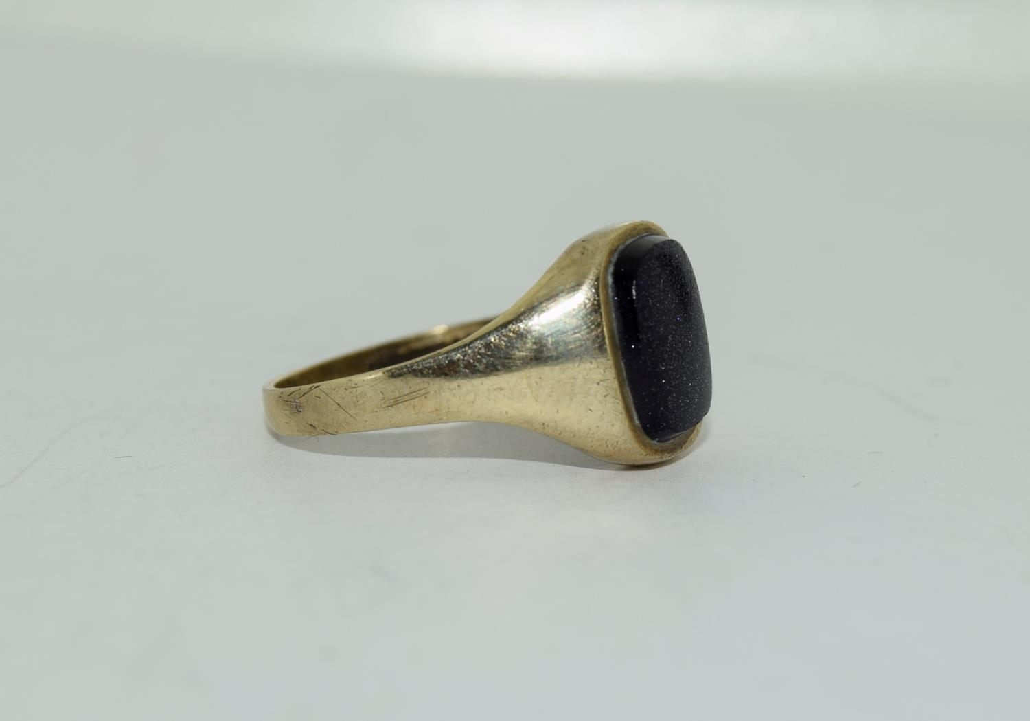 9ct gold gents sygnet ring set with unpolished amethyst centre stone size Q - Image 3 of 12