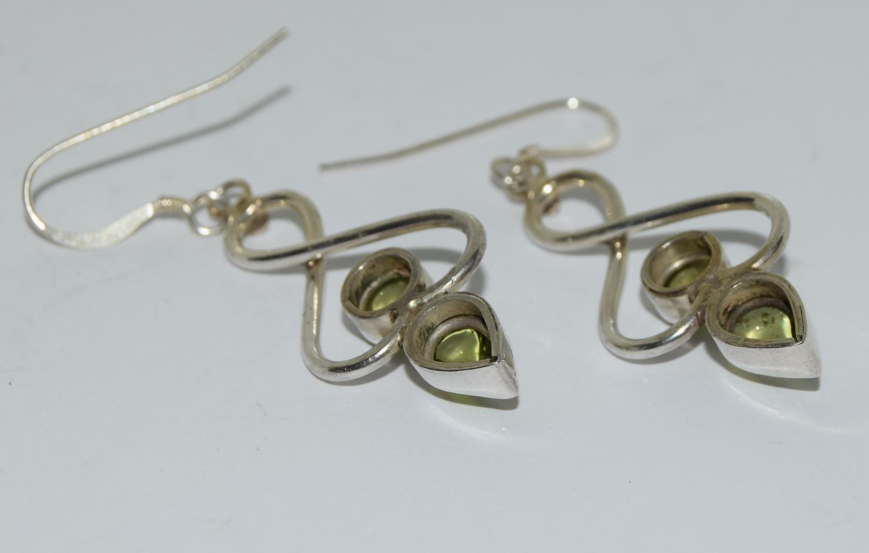 Beautiful large peridot 925 silver drop earrings. - Image 3 of 3