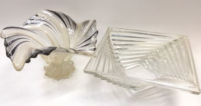 2 Art Deco glass centre bowls.