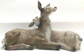 2 Lladro fawns. 46 x 27 cm