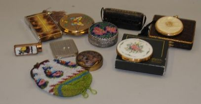 A selection of vintage compacts etc to include Stratton, Coty etc. Also includes a lipstick, compact