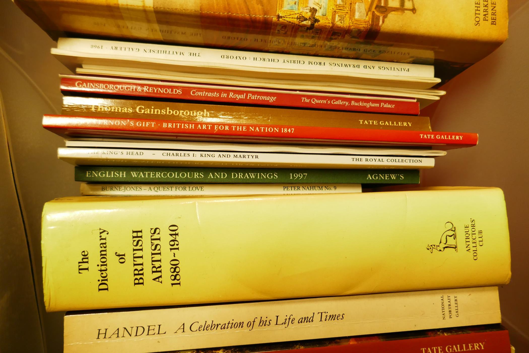 A box of good books on art and collecting including The Dictionary of British Artists, British - Image 3 of 4