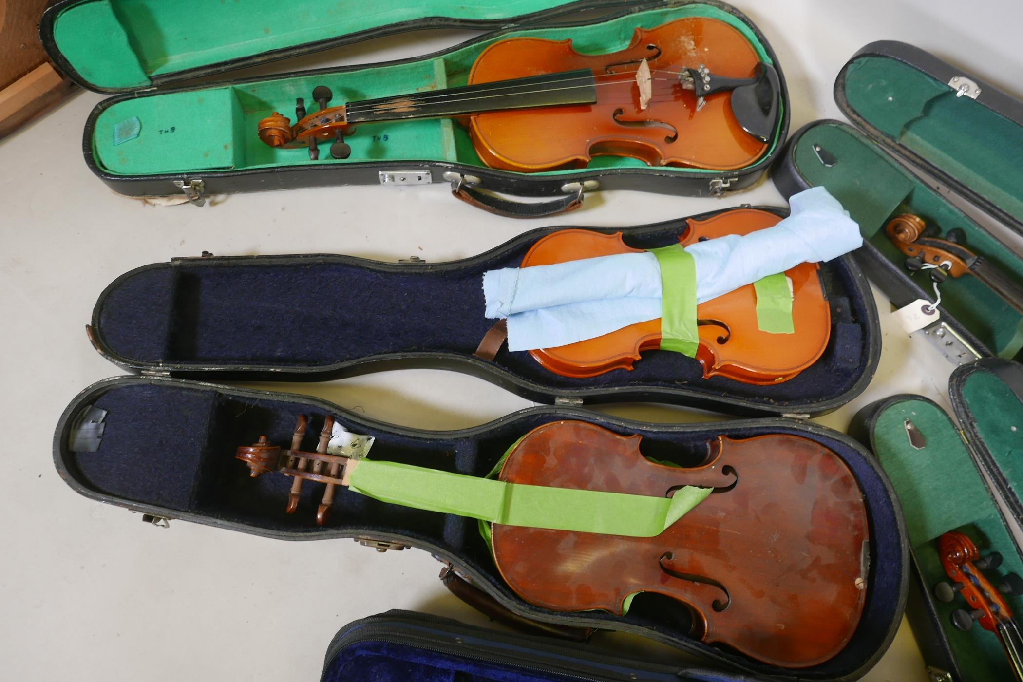 Eight violins for restoration, various states of disrepair, and including several good carry cases - Image 2 of 9