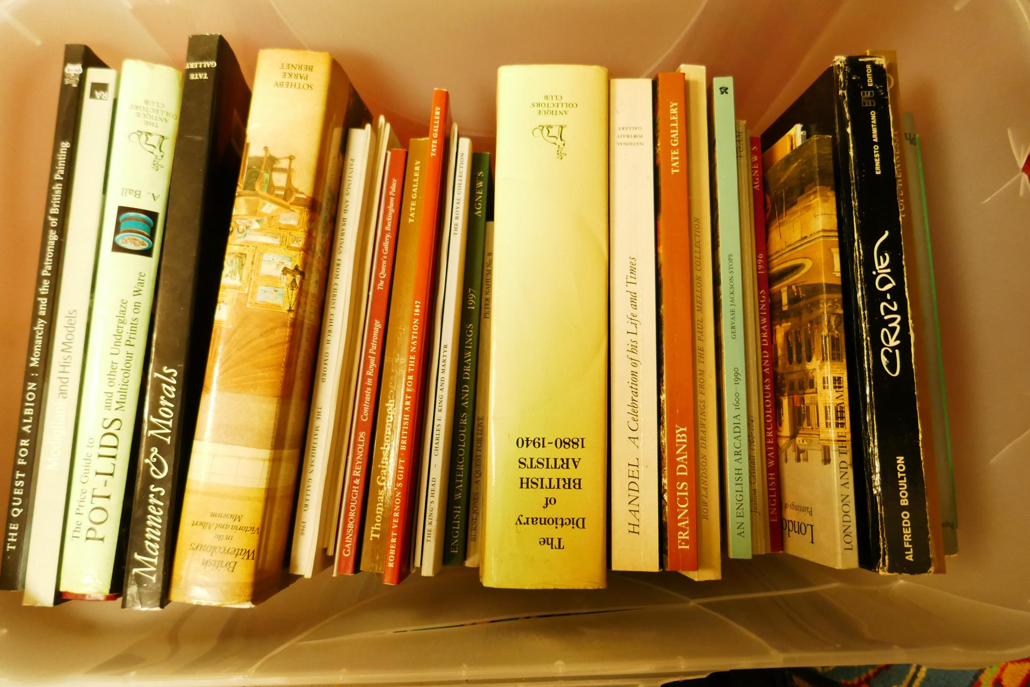 A box of good books on art and collecting including The Dictionary of British Artists, British