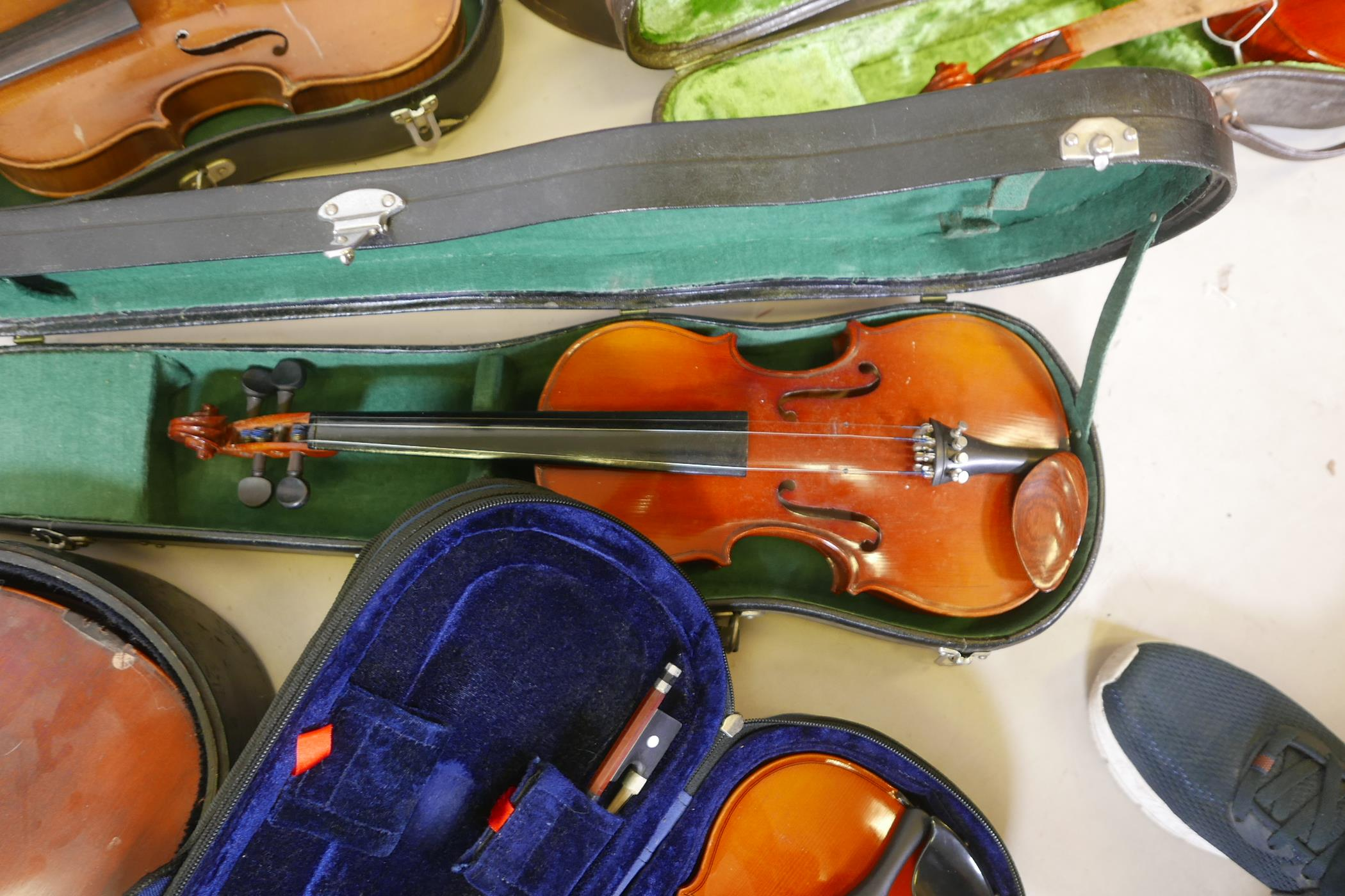 Eight violins for restoration, various states of disrepair, and including several good carry cases - Image 4 of 9