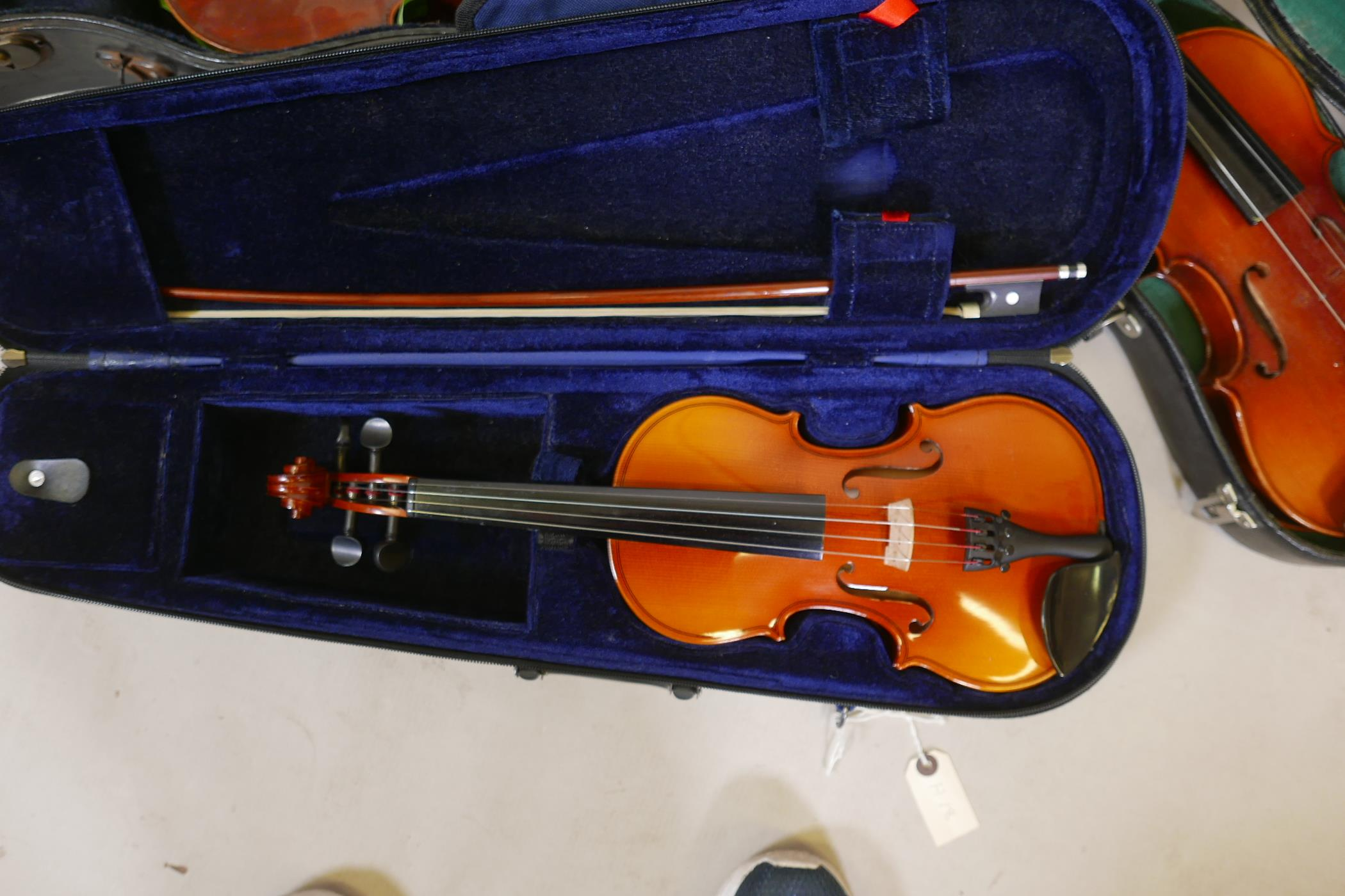Eight violins for restoration, various states of disrepair, and including several good carry cases - Image 3 of 9