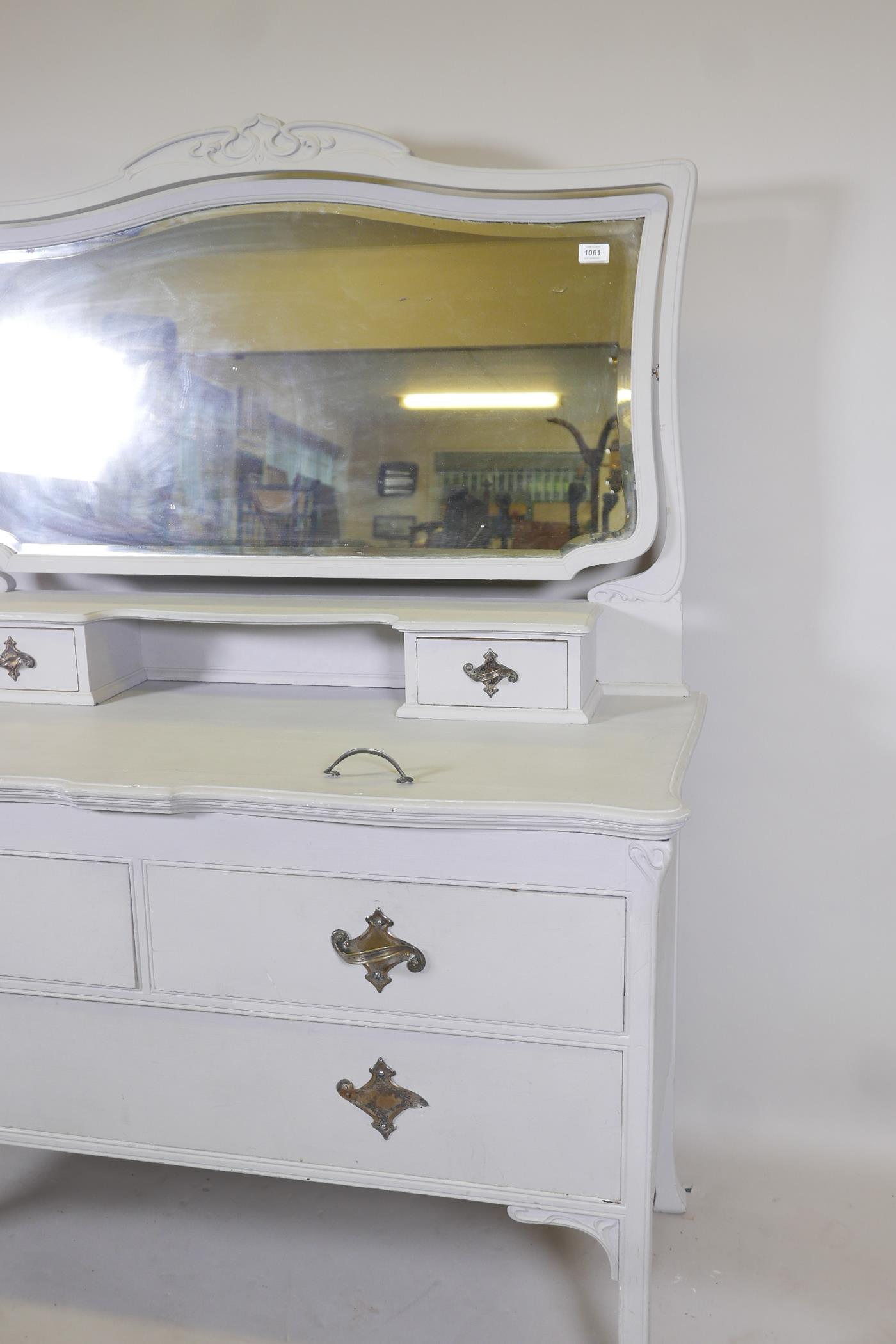 An Edwardian painted dressing table, with carved details, the mirrored top section with two drawers, - Image 2 of 5