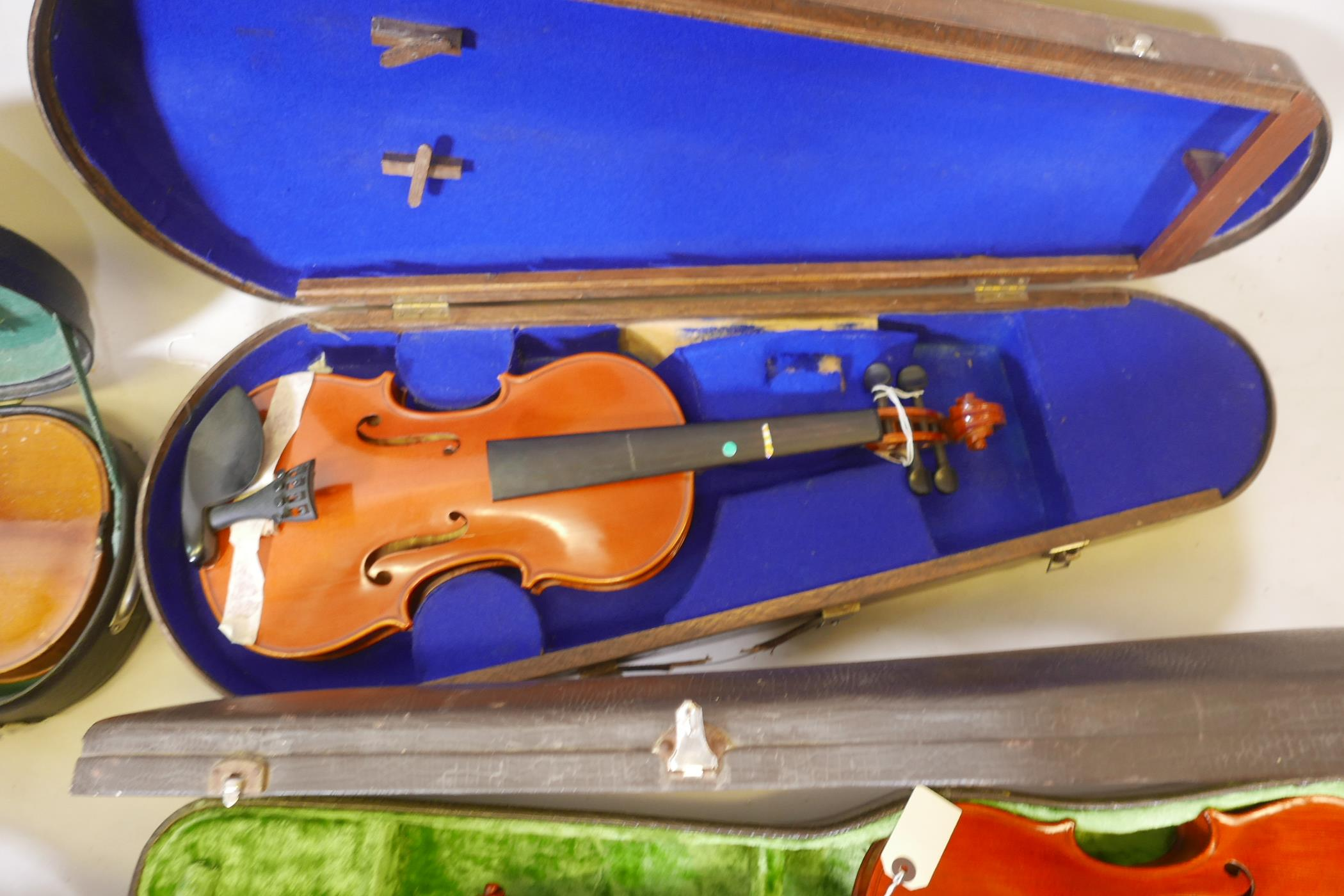 Eight violins for restoration, various states of disrepair, and including several good carry cases - Image 6 of 9