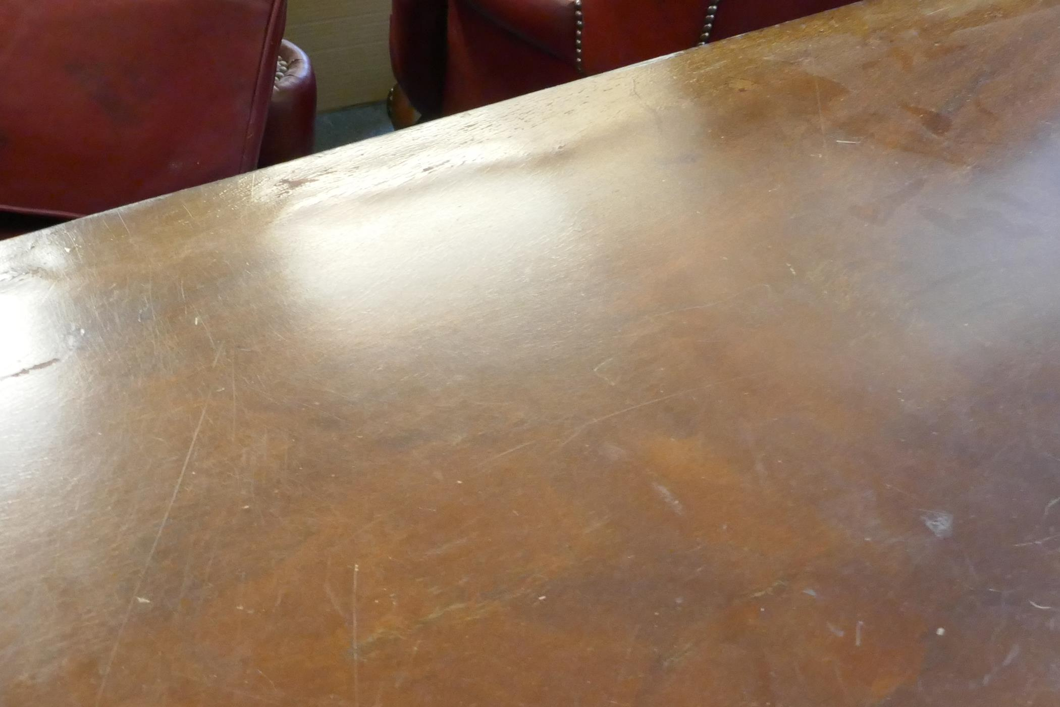 A Regency style three pillar dining table with mahogany veneered top and reeded edge, raised on - Image 5 of 7