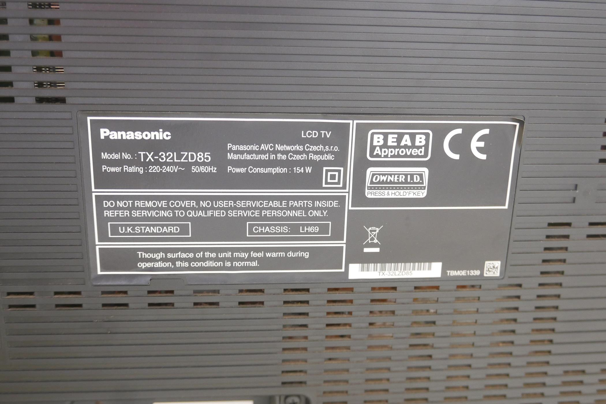 """A Panasonic Viera 32"""" HD TV, model TX-32LZD85, with remote - Image 3 of 6"""