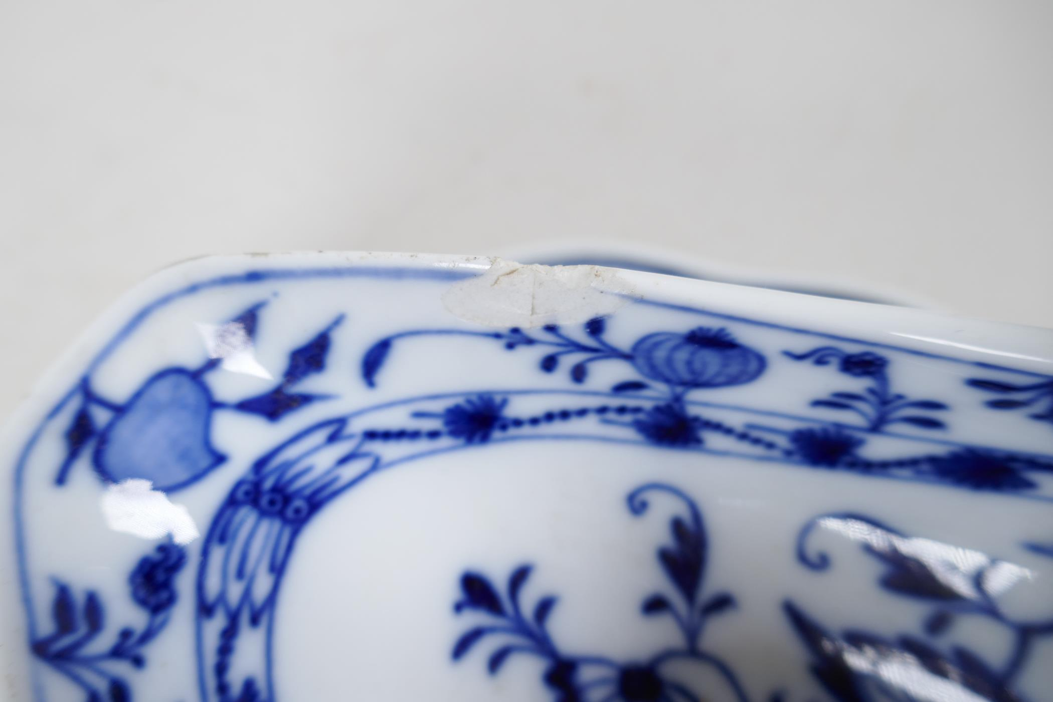 """A pair of late C18th/early C19th Meissen 'Onion' Pattern blue and white two handled gravy boats, 10"""" - Image 7 of 8"""
