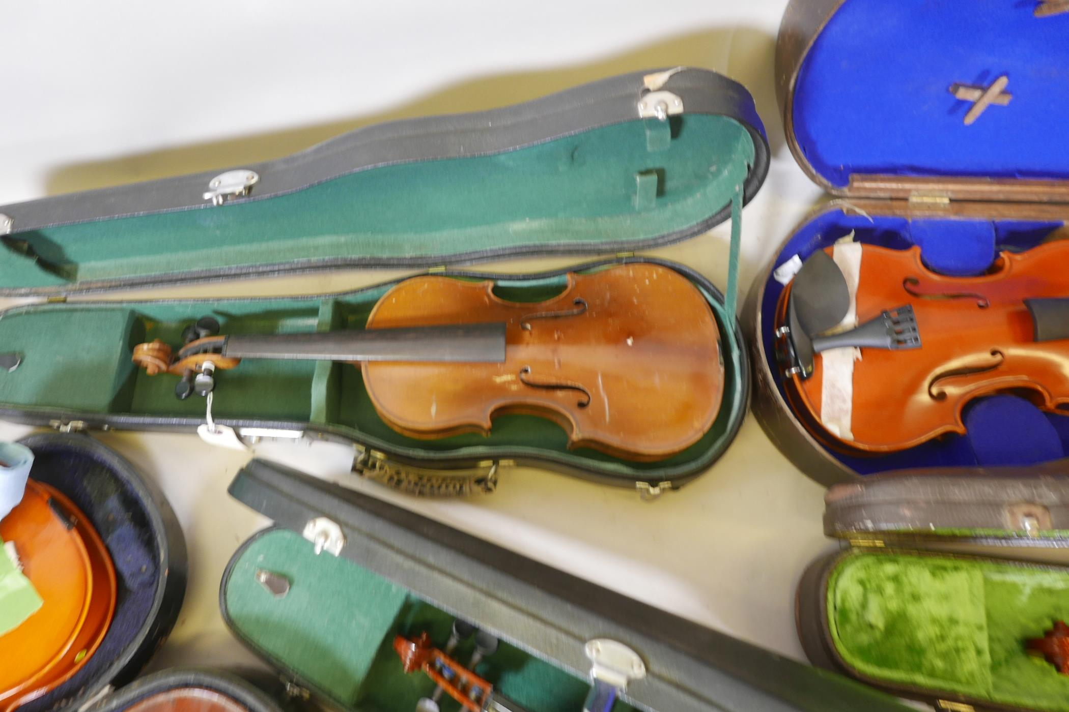 Eight violins for restoration, various states of disrepair, and including several good carry cases - Image 5 of 9