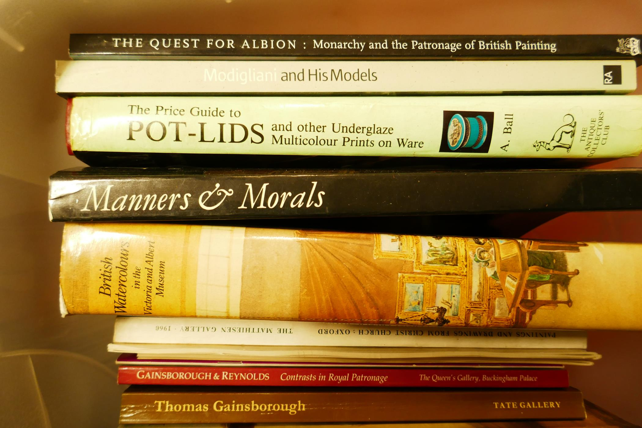 A box of good books on art and collecting including The Dictionary of British Artists, British - Image 2 of 4