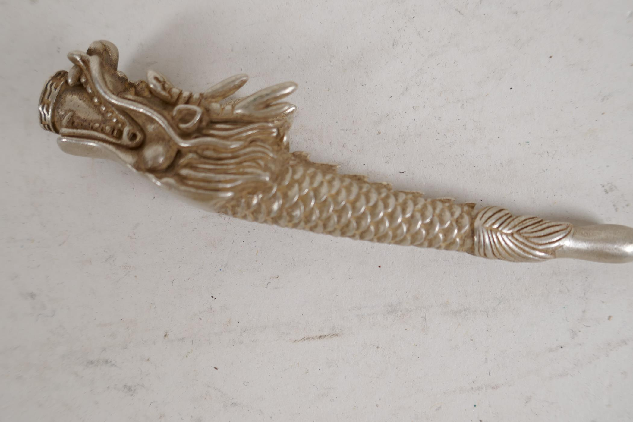 """A Chinese white metal cheroot holder cast in the form of a dragon, character mark to base, 4"""" long - Image 3 of 5"""