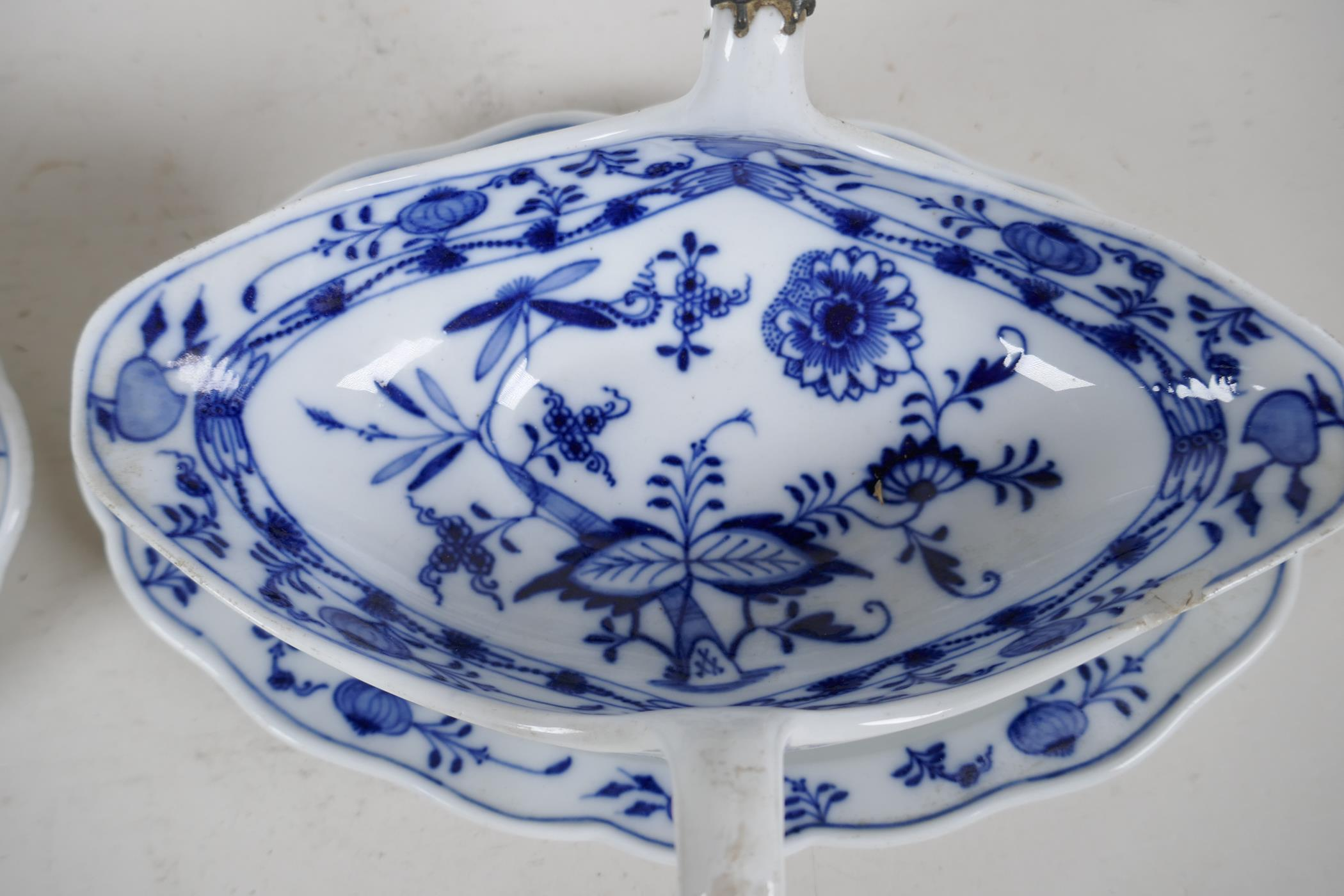 """A pair of late C18th/early C19th Meissen 'Onion' Pattern blue and white two handled gravy boats, 10"""" - Image 3 of 8"""