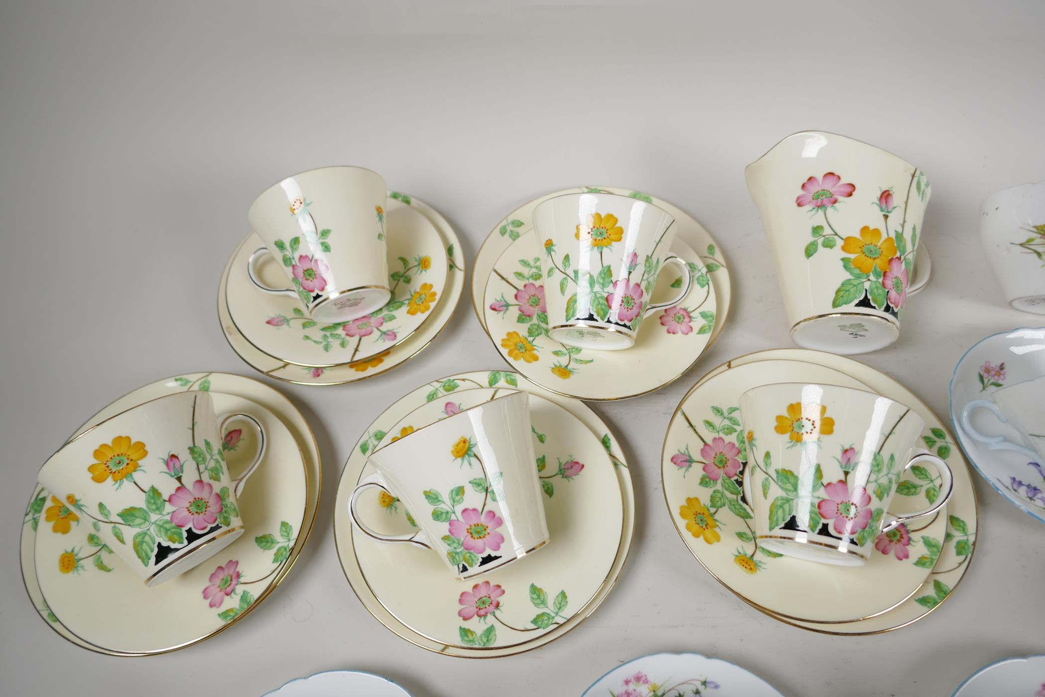 A five place setting Aynsley china tea set with milk jug, together with a five place setting Shelley - Image 2 of 5