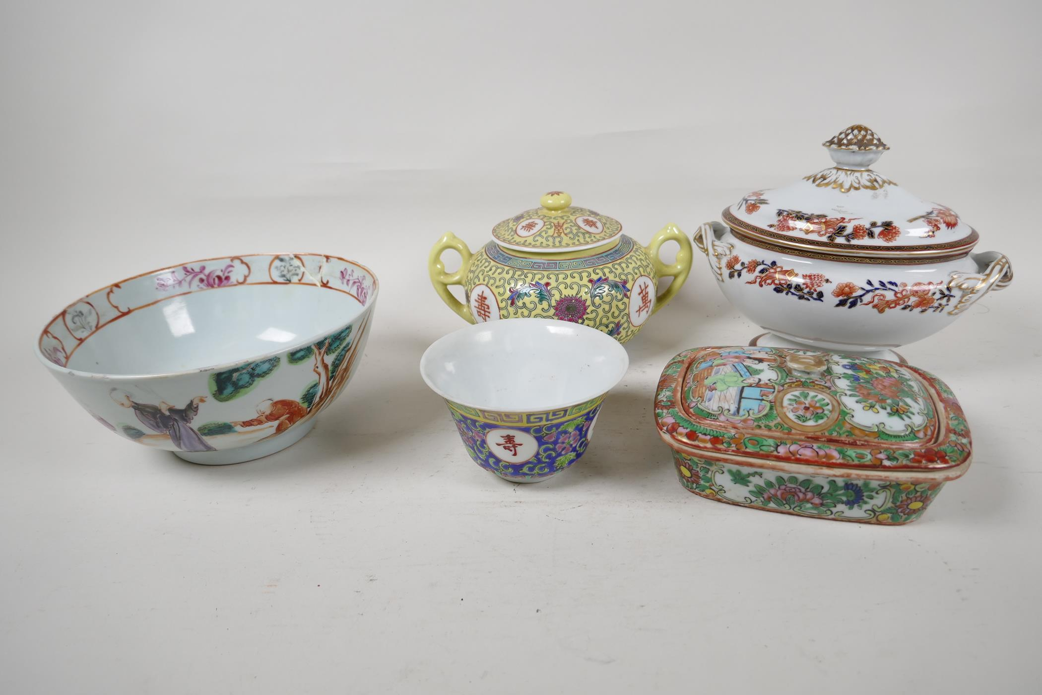 """Five pieces of Chinese porcelain to include a C19th bowl painted with figures, 7"""" diameter, a"""