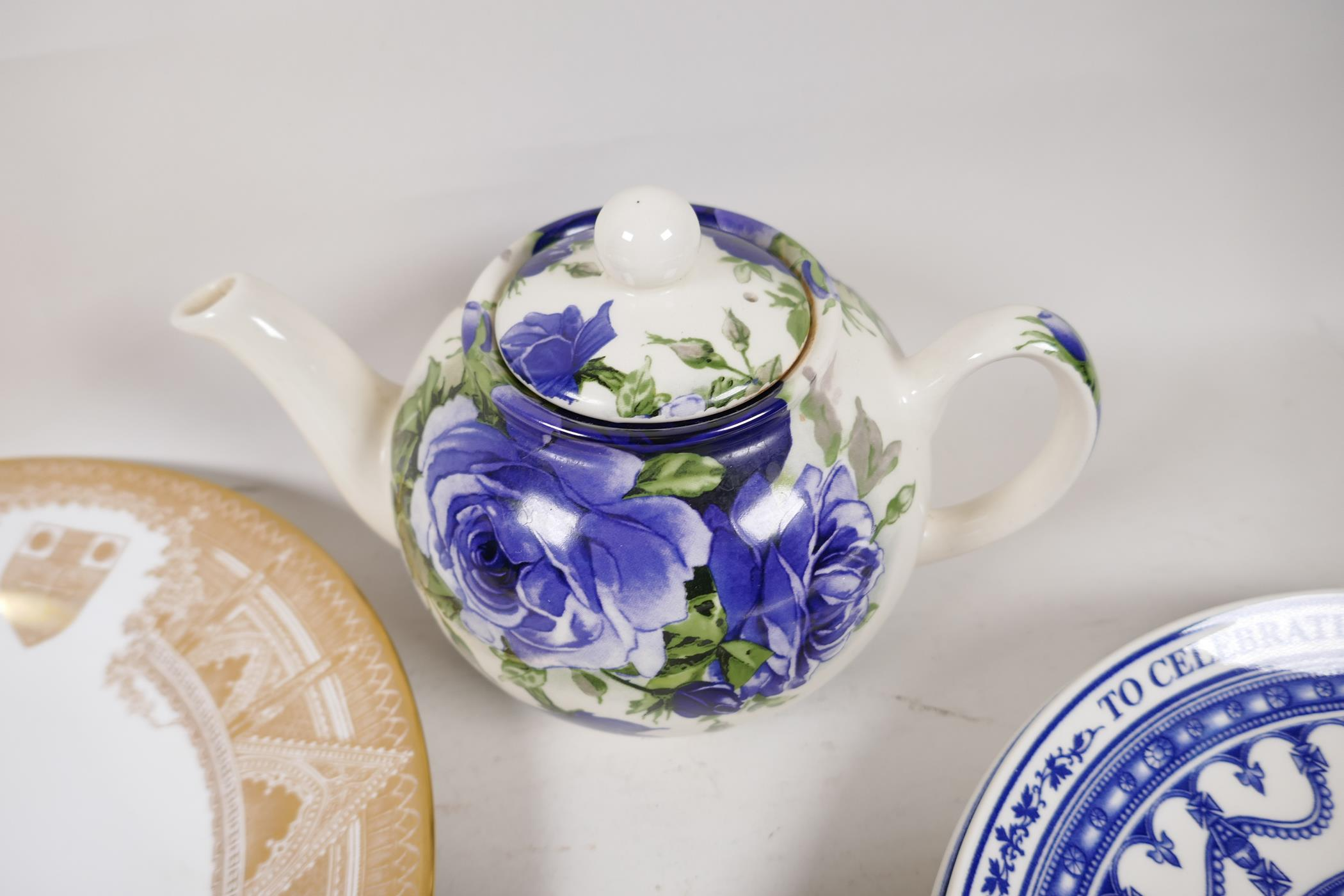 A quantity of decorative pottery and porcelain to include Royal Doulton, Wedgwood, Spode etc - Image 6 of 6