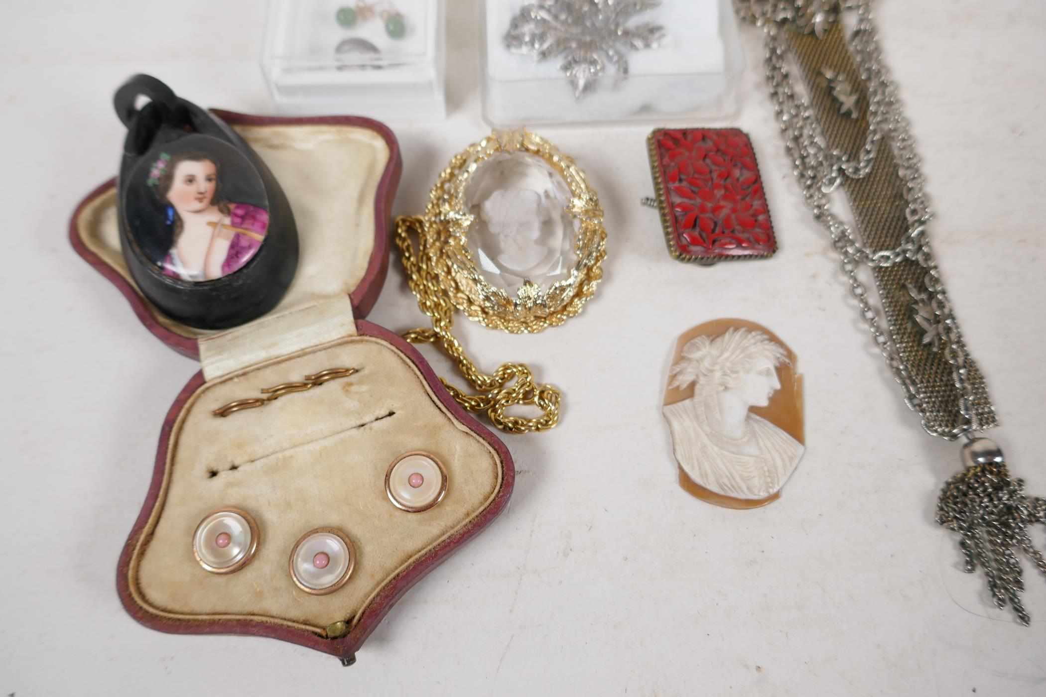 A pair of silver gilt and jade bead stud earrings, an unmarked white metal chain pendant brooch, a - Image 5 of 5