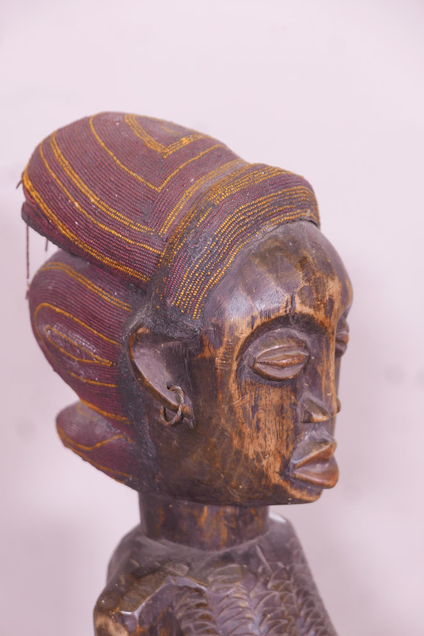 An antique African carved wood fertility figure with beaded headdress and inset with sea shells, - Image 5 of 5