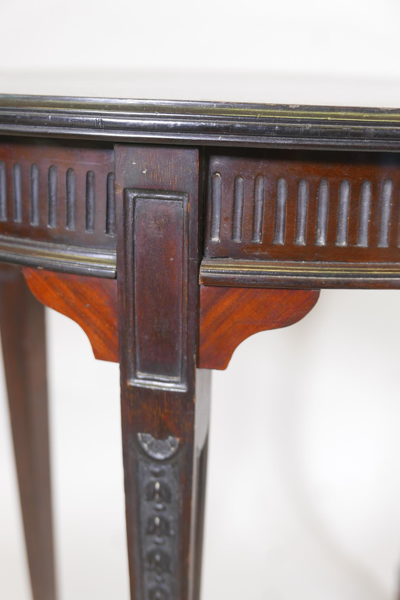 An Edwardian Adam style mahogany oval shaped occasional table, with reeded frieze and carved - Image 3 of 3