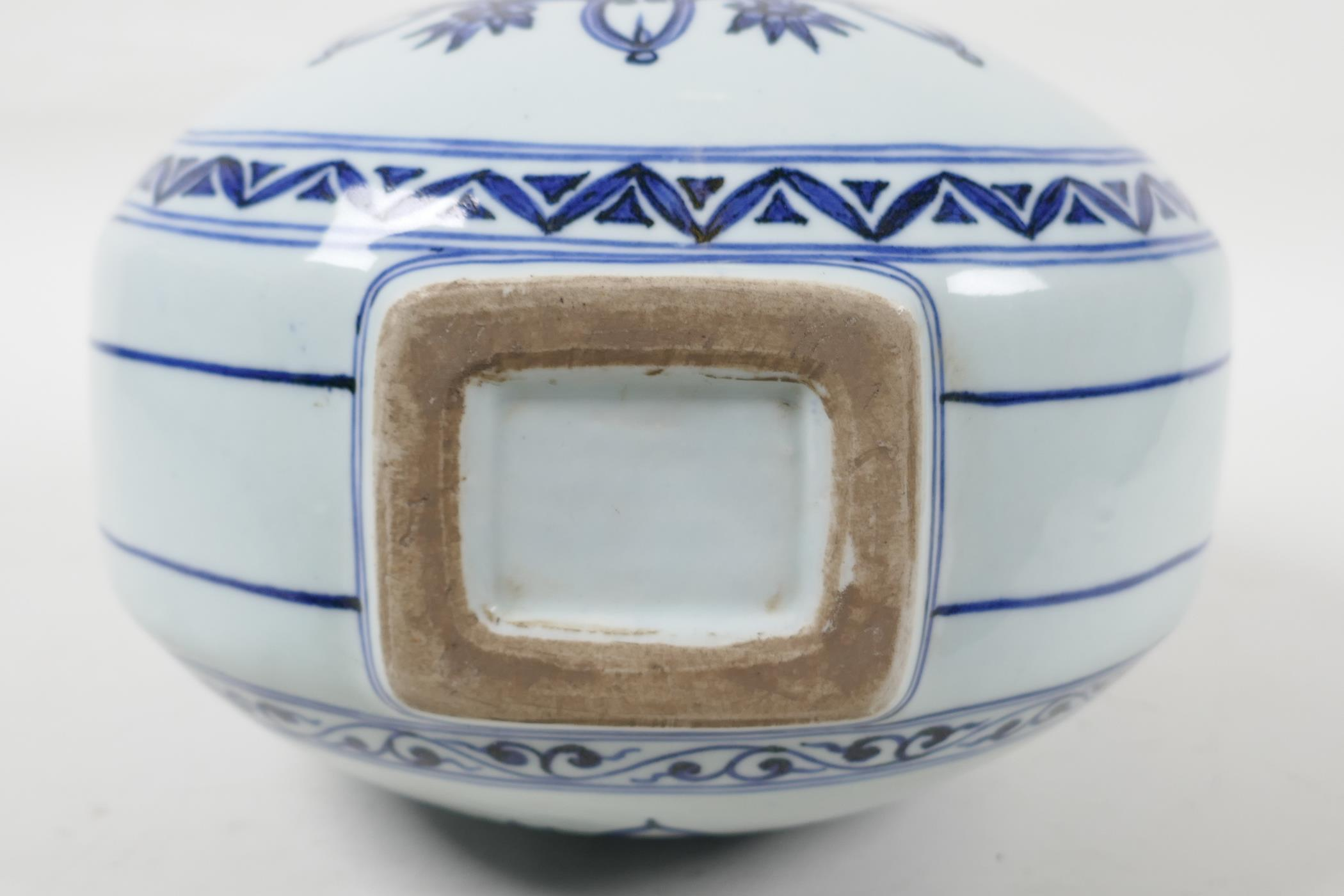 A blue and white porcelain garlic head shaped flask with two handles and YinYang decoration, six - Image 6 of 6