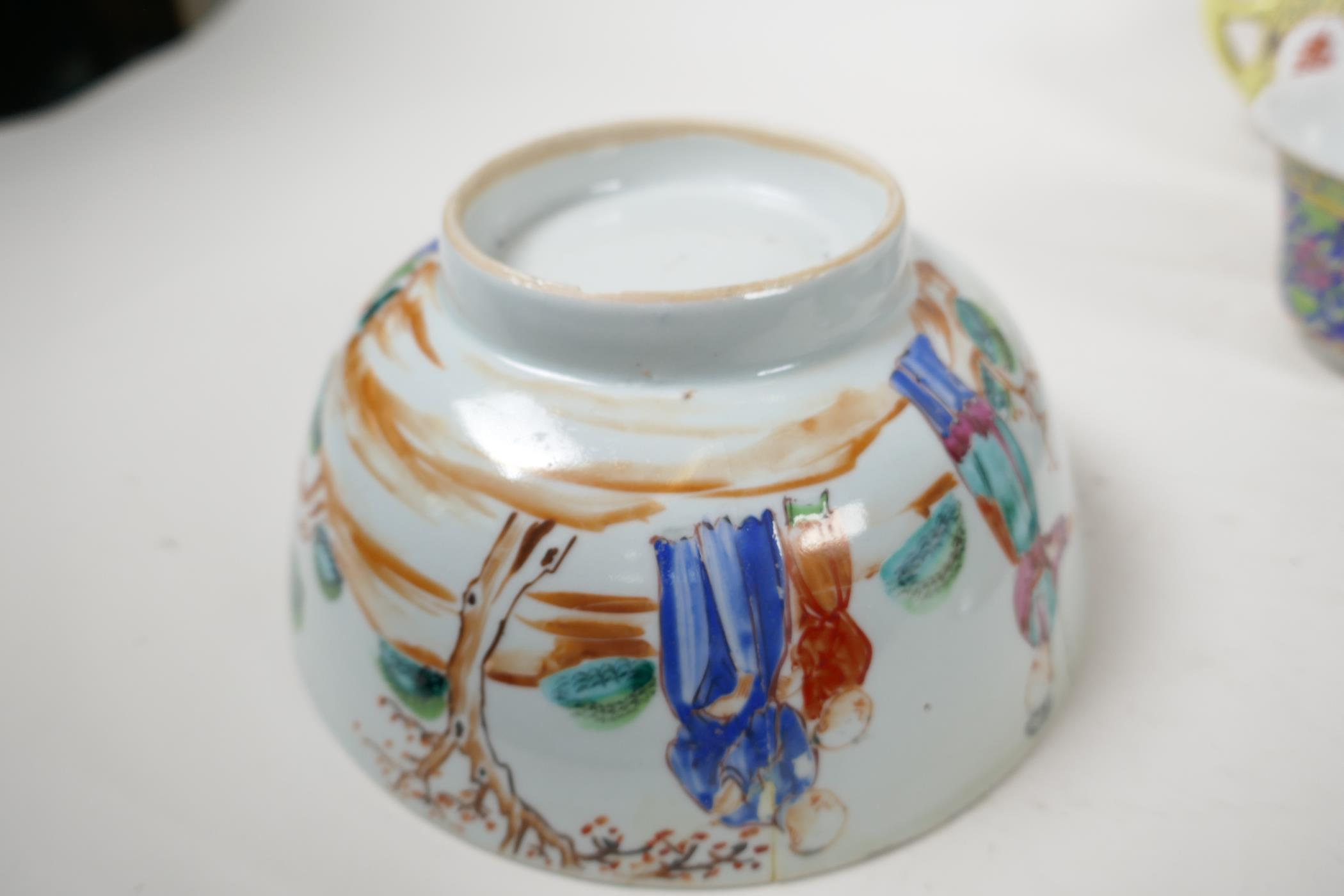 """Five pieces of Chinese porcelain to include a C19th bowl painted with figures, 7"""" diameter, a - Image 6 of 6"""