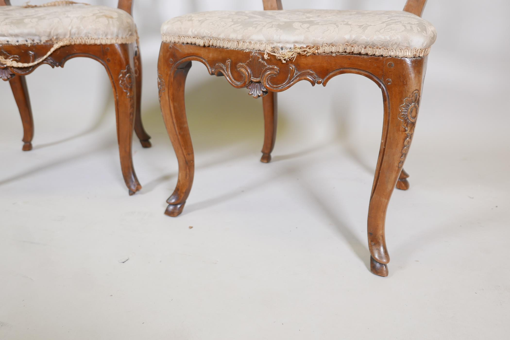 A pair of C18th French walnut pierced splat back side chairs with finely carved decoration, raised - Image 3 of 7